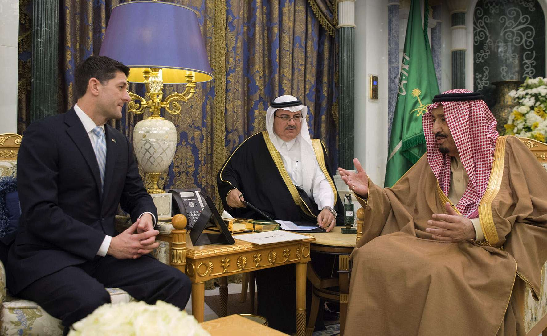 Saudi King Salman bin Abdulaziz Al Saud (R) meets with US House Speaker Paul Ryan in Riyadh, last January. (Saudi Royal Palace)