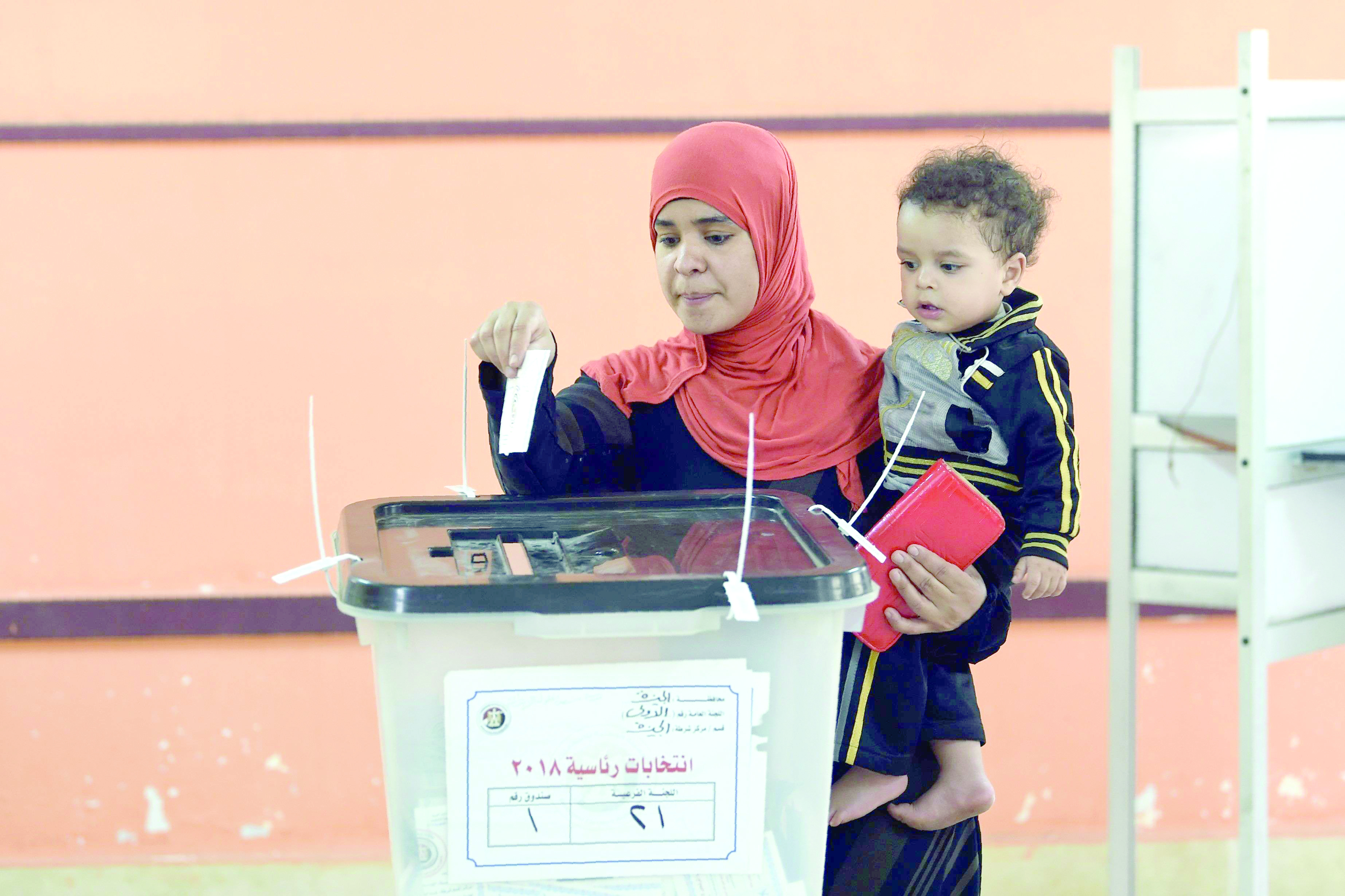 An Egyptian woman casts her ballot at a polling station in Saad Zaghloul Basha school in Giza, on March 28.(AFP)