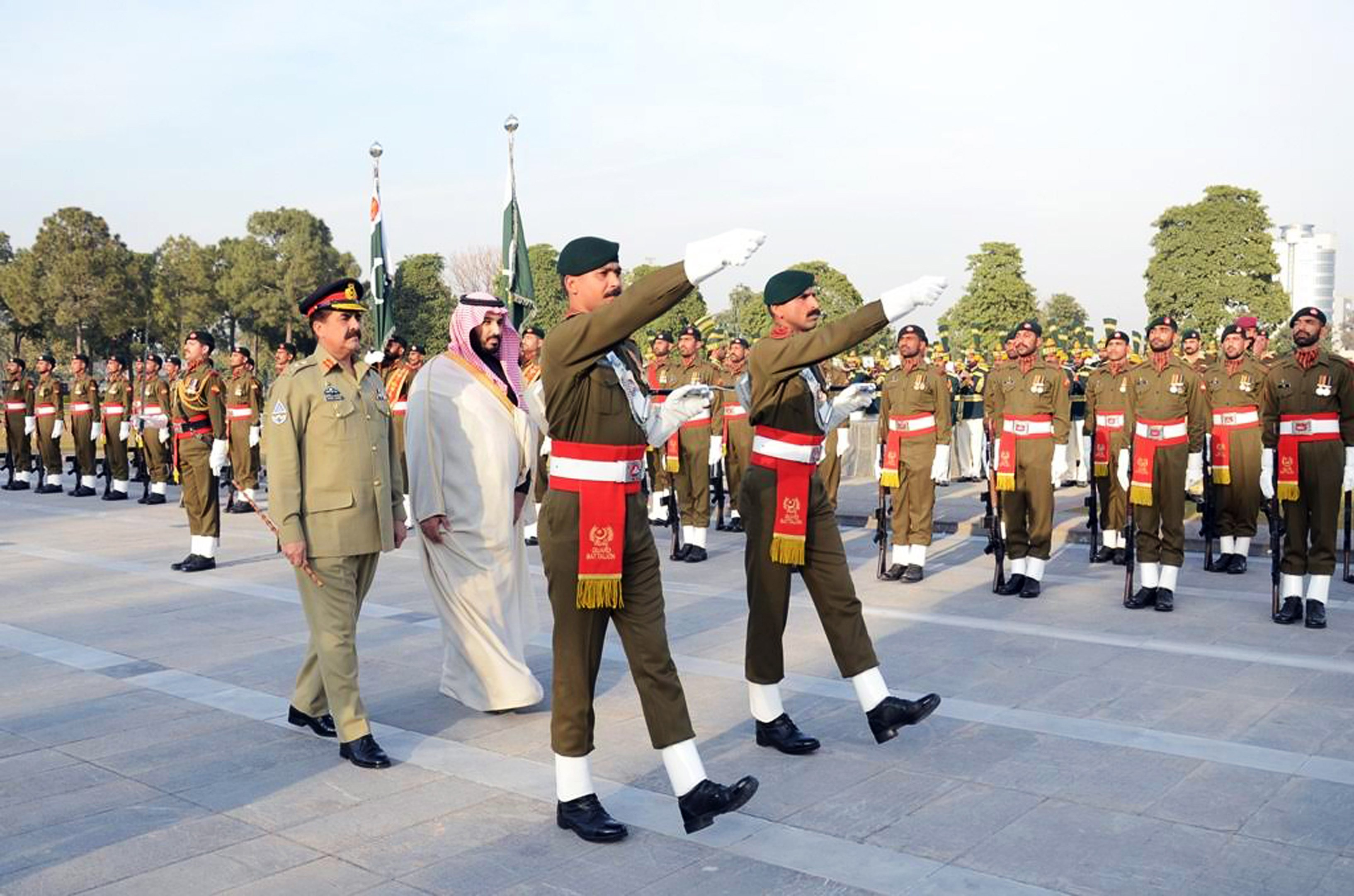 Saudi Crown Prince Mohammed bin Salman bin Abdulaziz (C) and Pakistani Army chief General Raheel Sharif (L) review a guard of honour at the General Headquarters in Rawalpindi. (AFP)