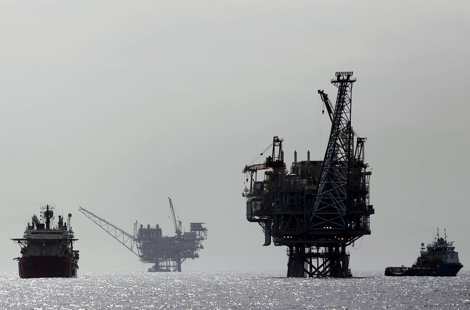 Economic boon. A view of an Israeli gas platform in the Mediterranean sea, some 24km west of Ashdod. (Reuters)