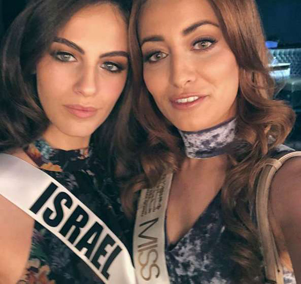 Miss Iraq Sarah Idan (R) and Miss Israel Adar Gandelsman (L) pose for a selfie during preparations for the Miss Universe 2017 beauty pageant in Las Vegas, last November. (Social media)
