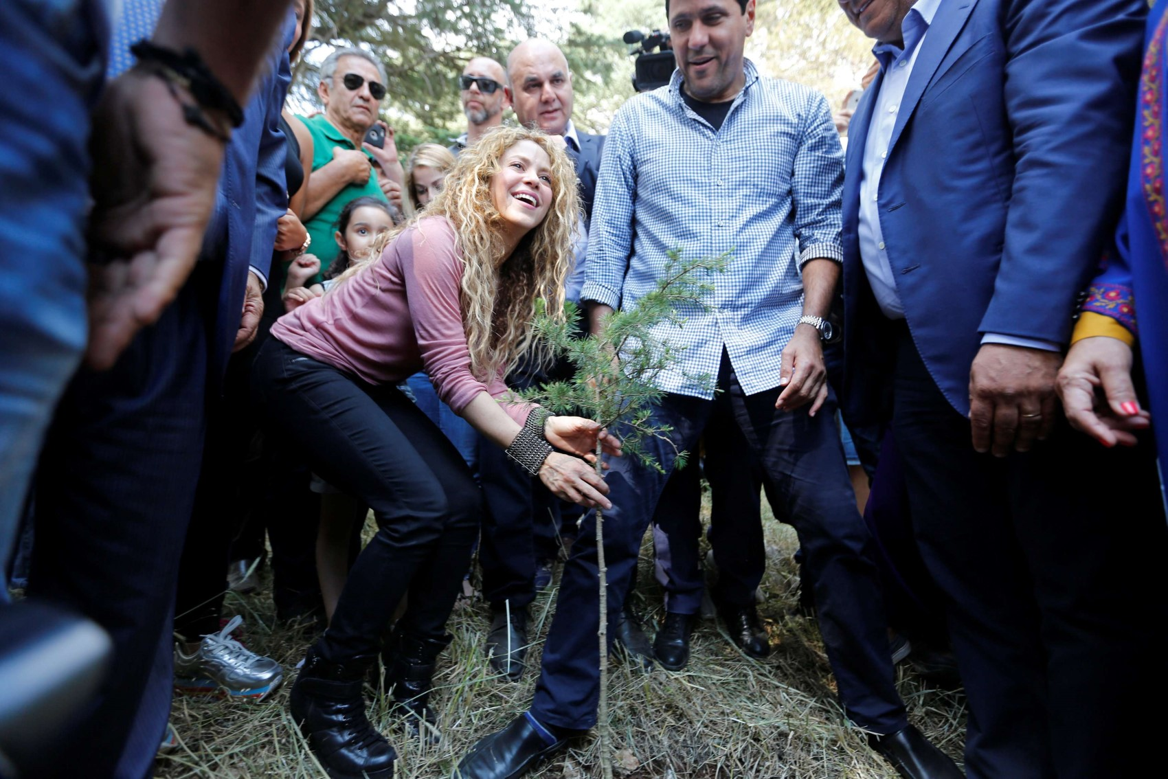 Colombian singer Shakira plants a cedar tree during her visit to Tannourine Cedars Reserve, in Tannourine, Lebanon July 13, 2018. (Reuters)