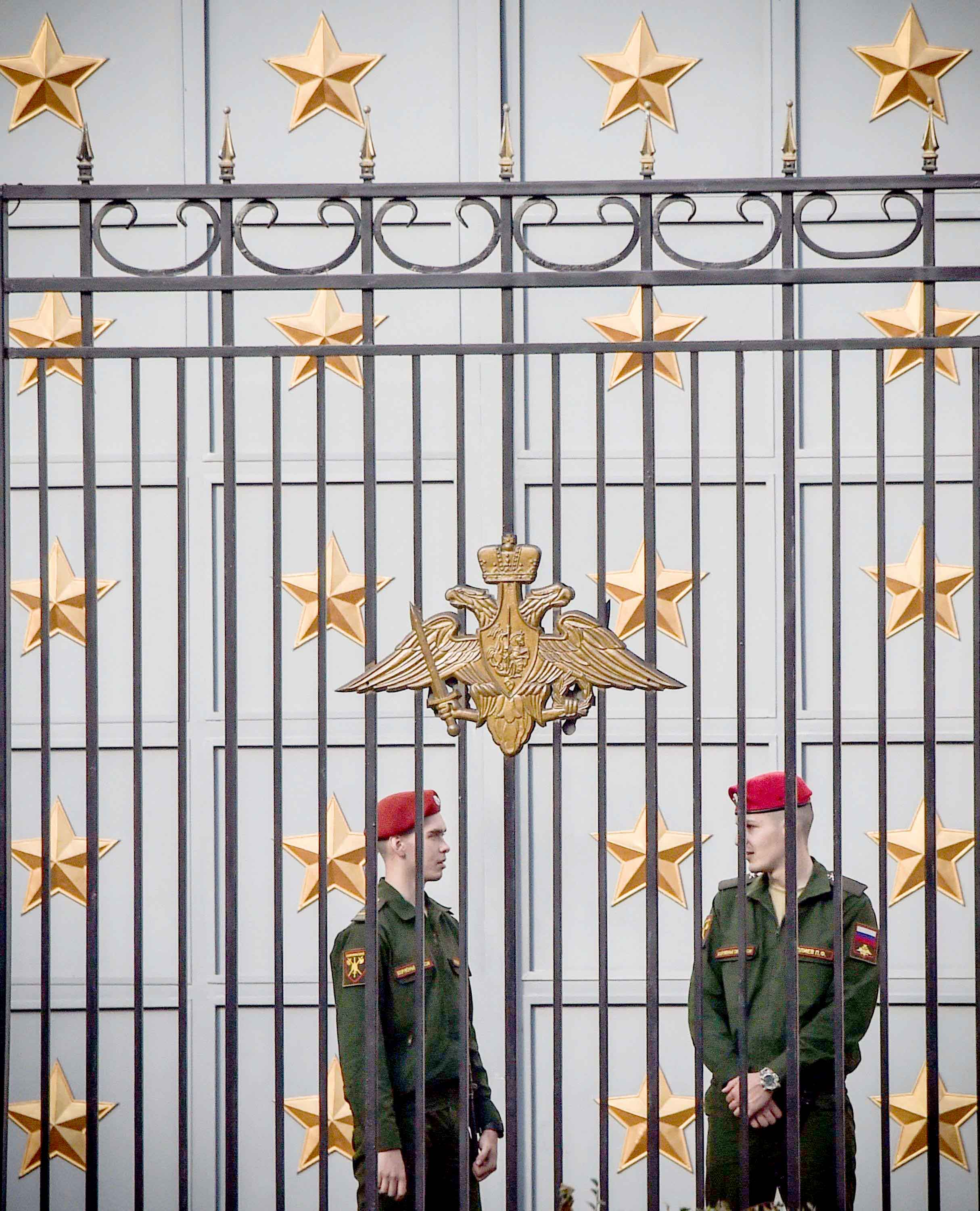 Russian servicemen stand guard in front of Russian Defence Ministry headquarters in Moscow, on September 18. (AFP)
