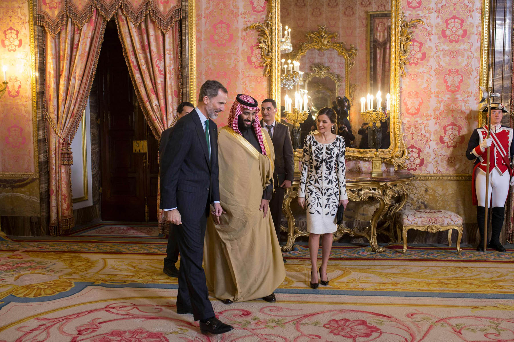 Spain's King Felipe VI (L) walks with his wife queen Letizia (R) and Saudi Crown Prince Mohammed bin Salman bin Abdulaziz at the Royal Palace in Madrid, last April 12. (AFP)