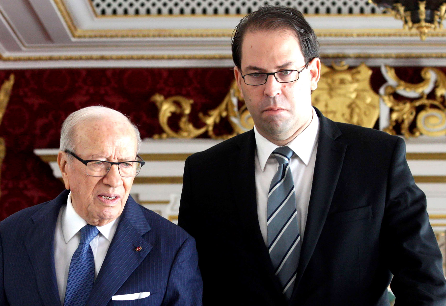 A file picture shows Tunisian Prime Minister Youssef Chahed (R) and Tunisian President Beji Caid Essebsi arriving for a cabinet meeting in Carthage Palace.                        (AFP)