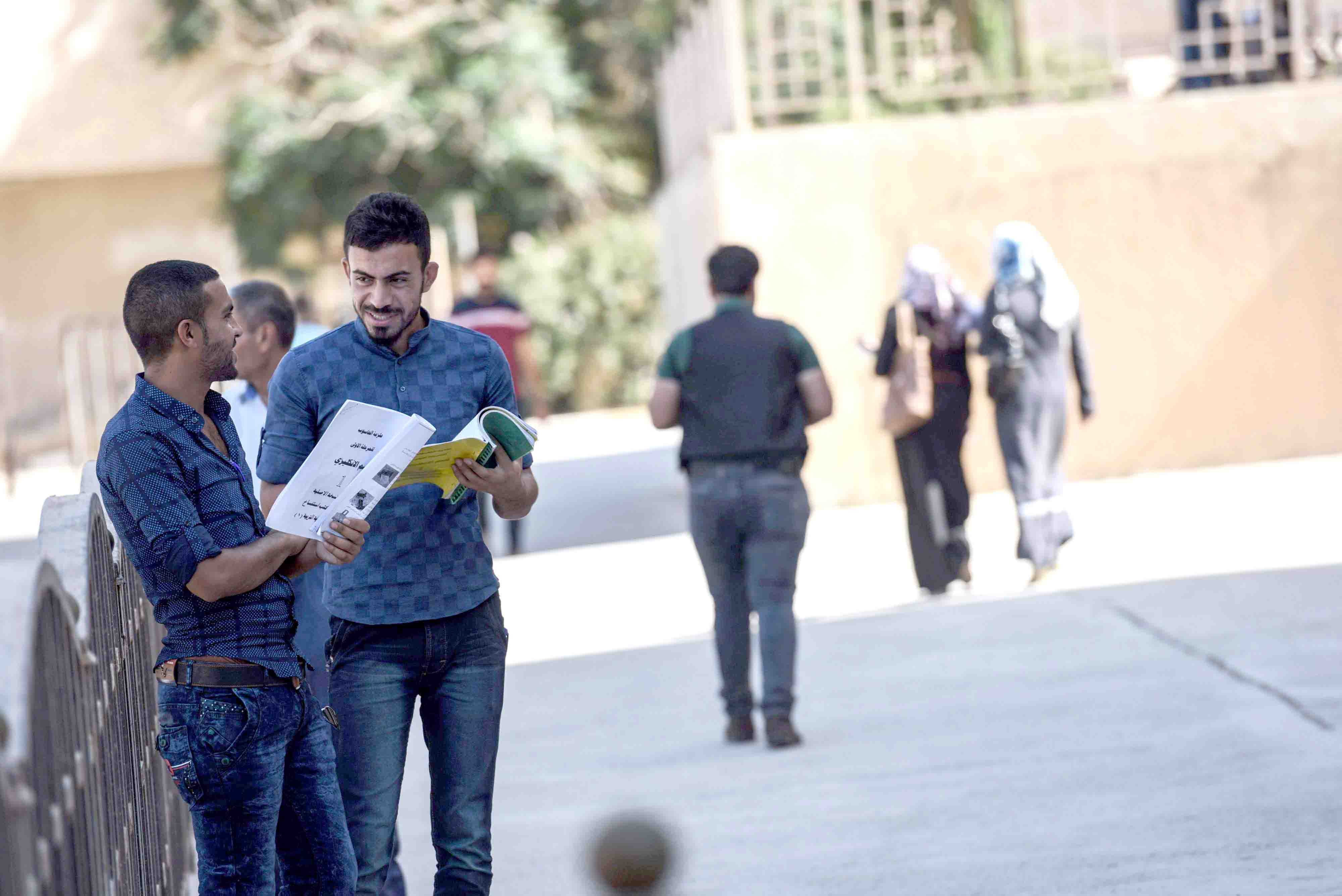 Iraqi students chat at the University of Mosul. (AFP)