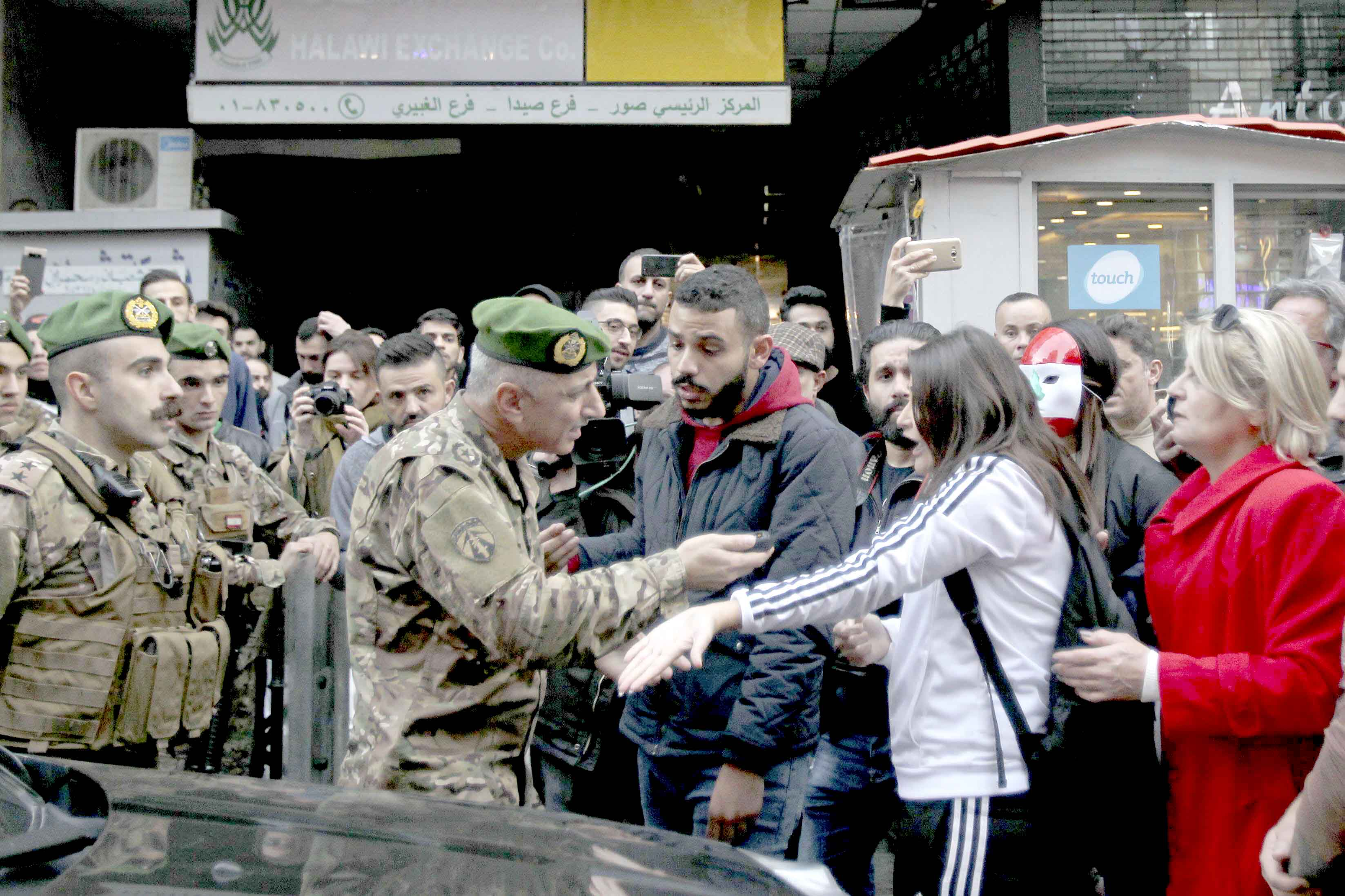 Activists argue with a Lebanese army officer during a protest against the  failure of rival political factions to agree on forming a new government, December 23. (dpa)
