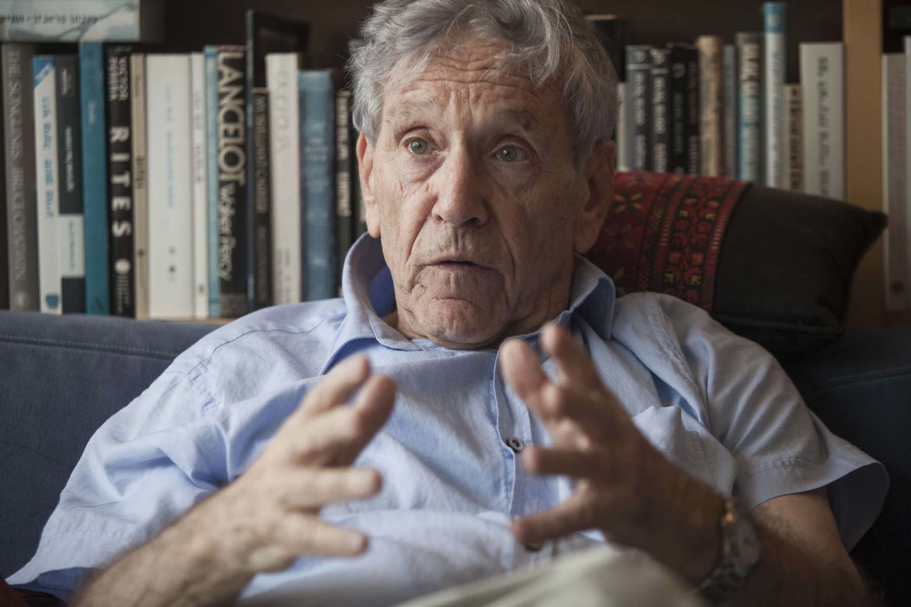 A 2015 file picture shows late Israeli writer Amos Oz at his house in Tel Aviv.  (AP)