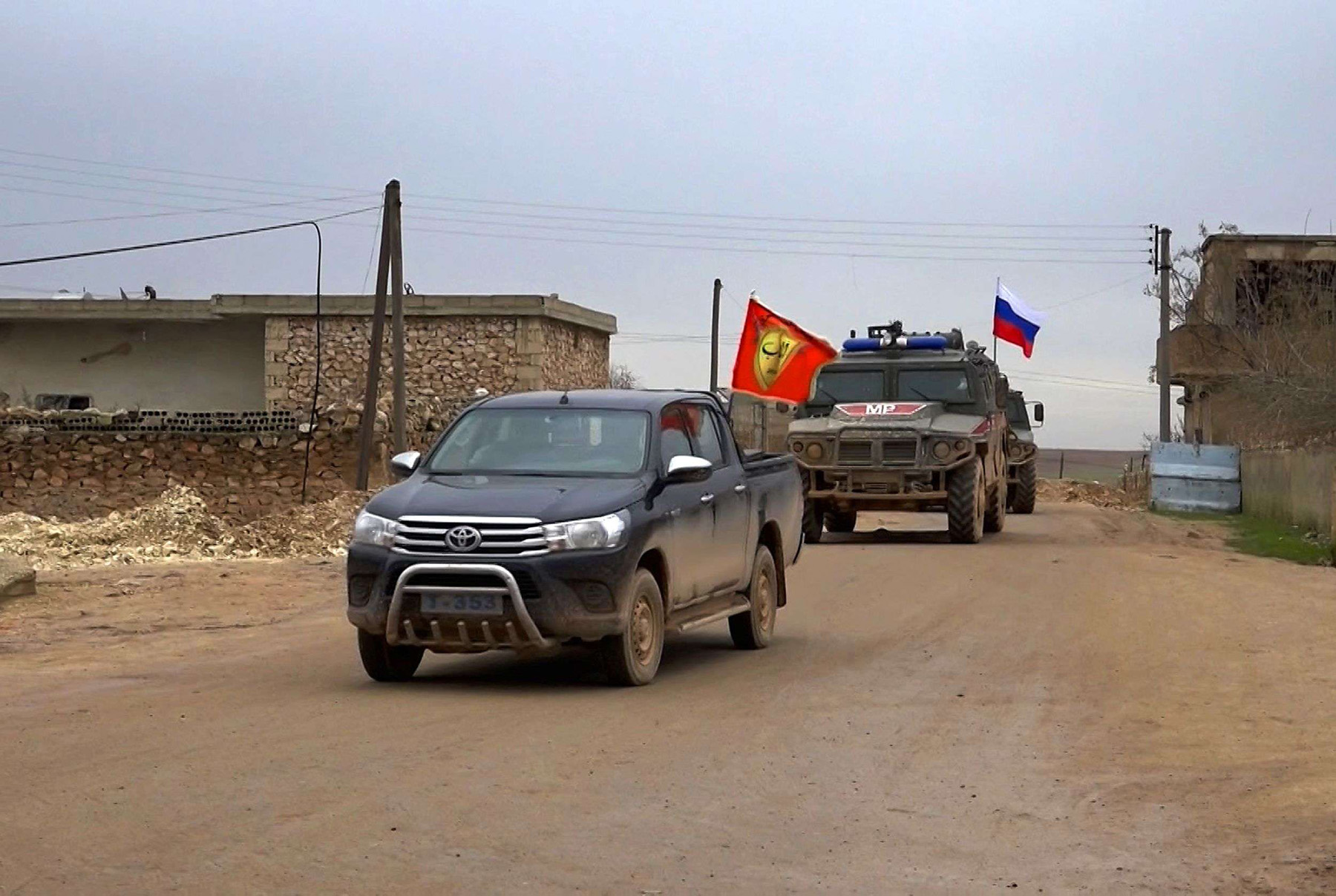 Treading a fine line. A Russian military vehicle follows a local vehicle in the area of Arimah, just west of Manbij, the northern city near the Turkish border.  (AFP)