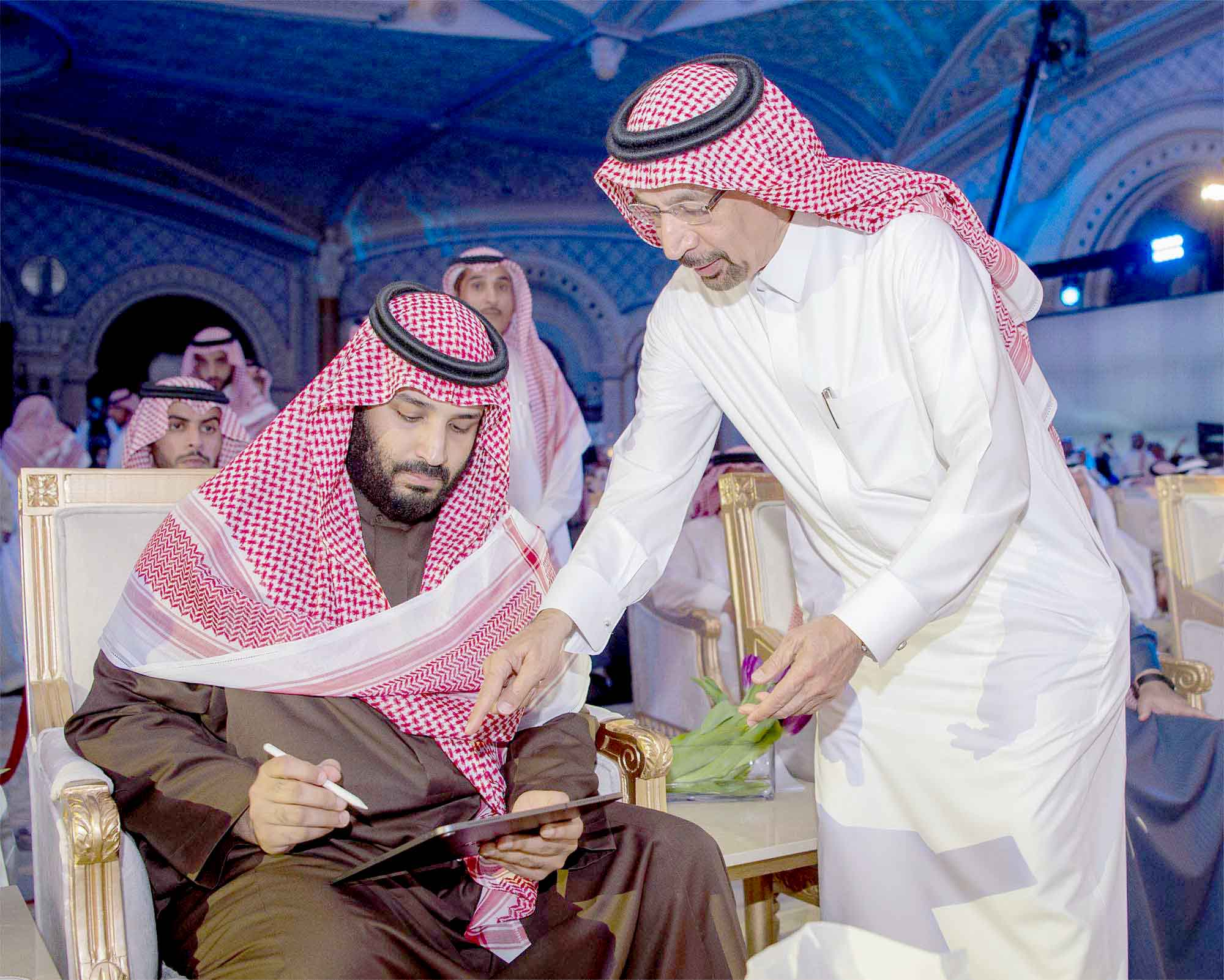 Crown Prince Mohammed bin Salman bin Abdulaziz (L) signs a document given to him by Energy Minister Khalid al-Falih during a ceremony in Riyadh, January 28. (SPA)