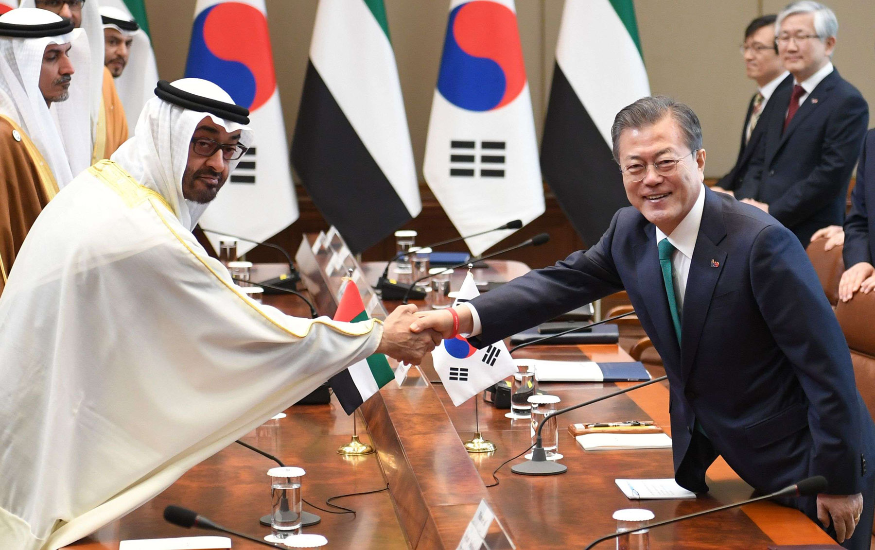 South Korean President Moon Jae-in (R) shakes hands with Abu Dhabi Crown Prince Sheikh Mohammed bin Zayed al-Nahyan during a meeting in Seoul, February 27. (AFP)