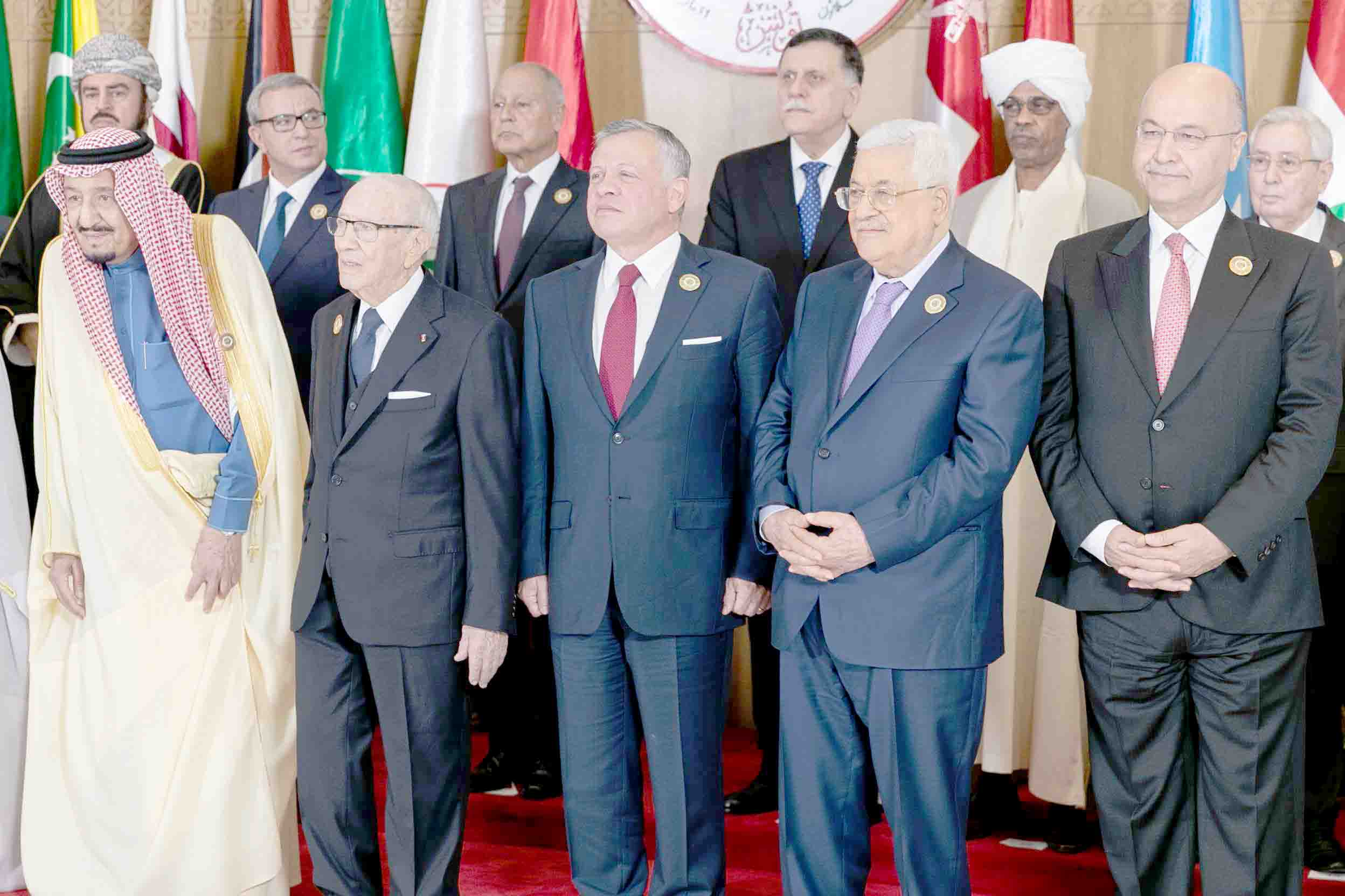 Arab leaders pose for a family picture during the 30th Arab League Summit in Tunis, March 31. (dpa)
