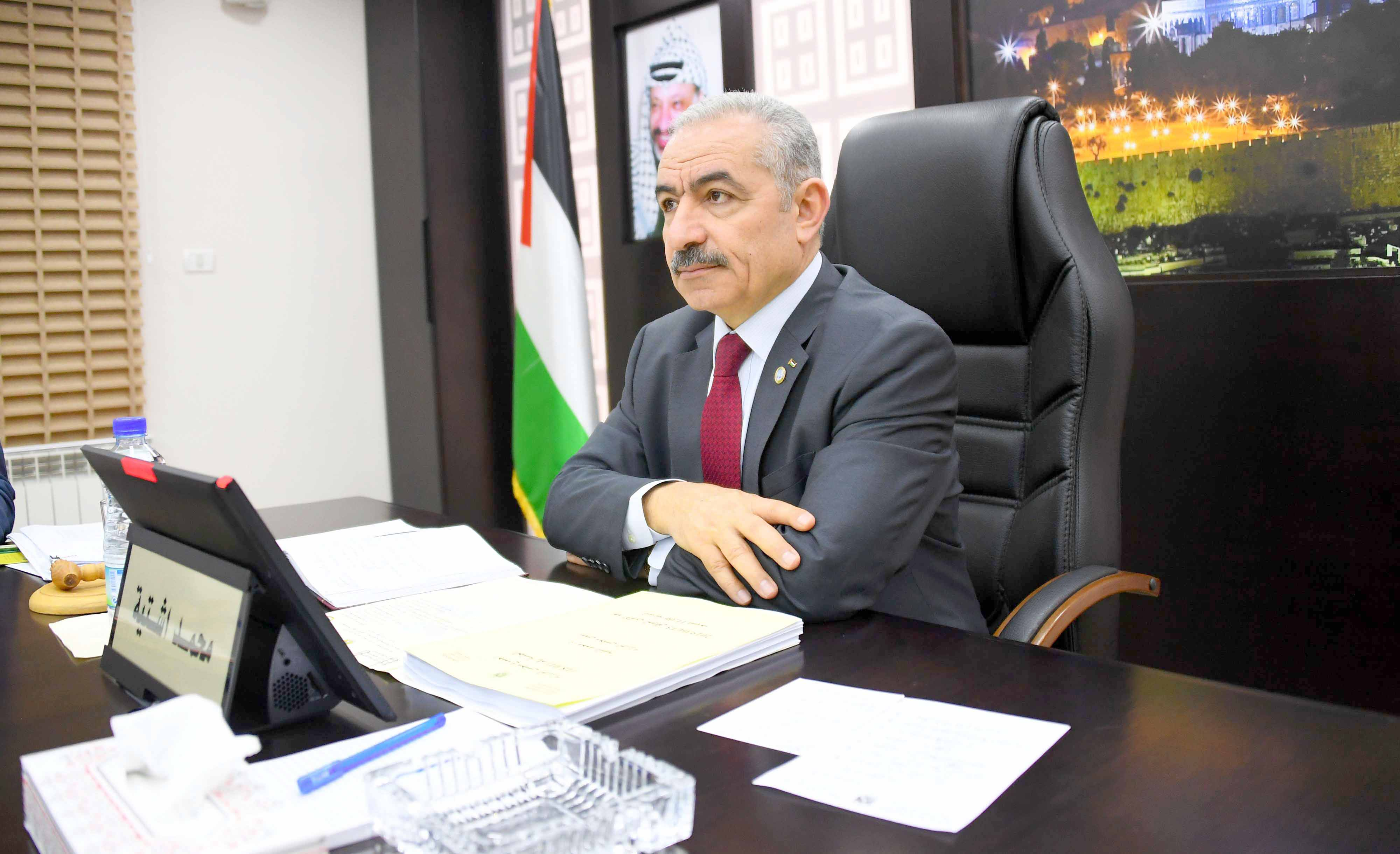 In a tight spot. Palestinian Prime Minister Mohammad Shtayyeh before leading the first cabinet meeting of his newly formed government in Ramallah, April 15. (DPA)