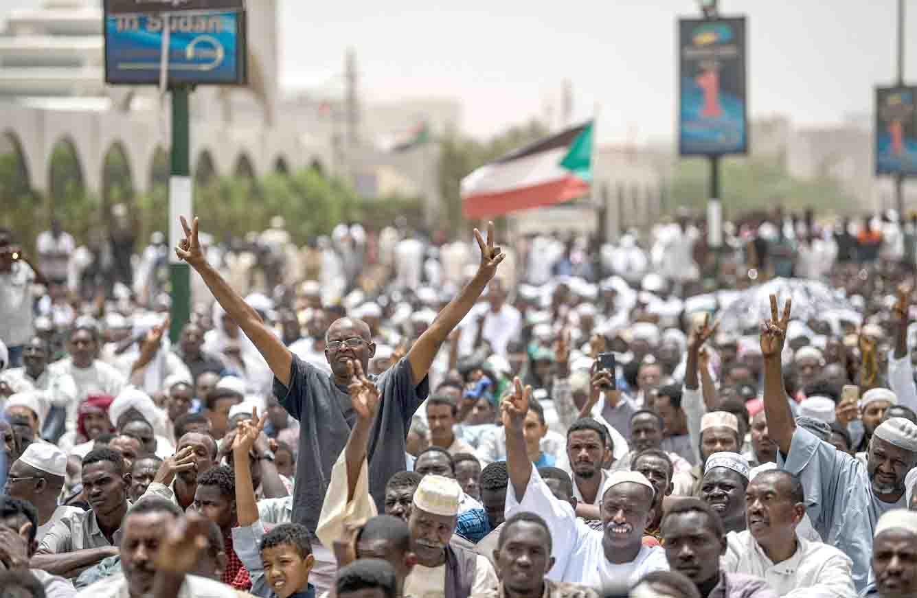 High hopes. Sudanese protesters flash the victory sign outside the army headquarters in Khartoum,  April 19. (AFP)