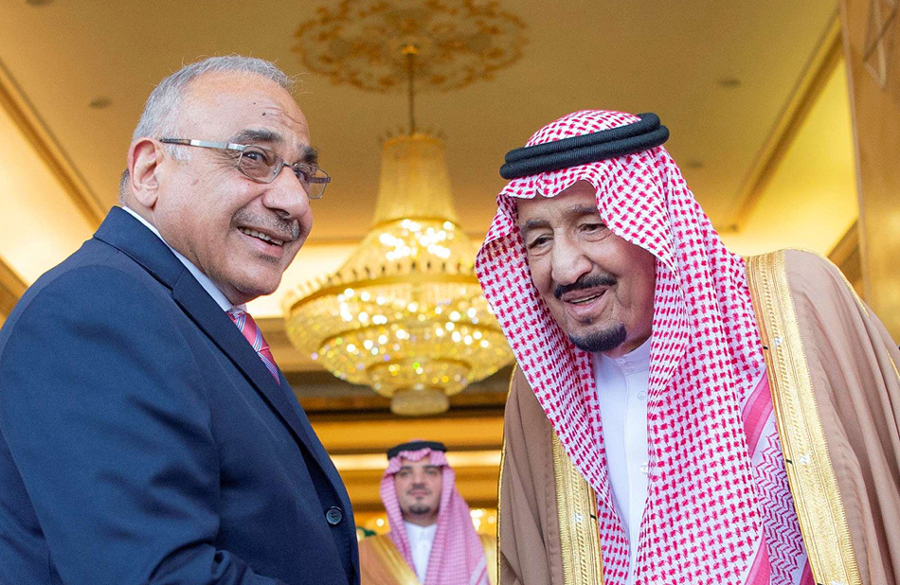 Saudi King Salman bin Abdulaziz Al Saud (R) shakes hands with Iraqi Prime Minister Adel Abdul-Mahdi in Riyadh, April 17. (Saudi Royal Court)