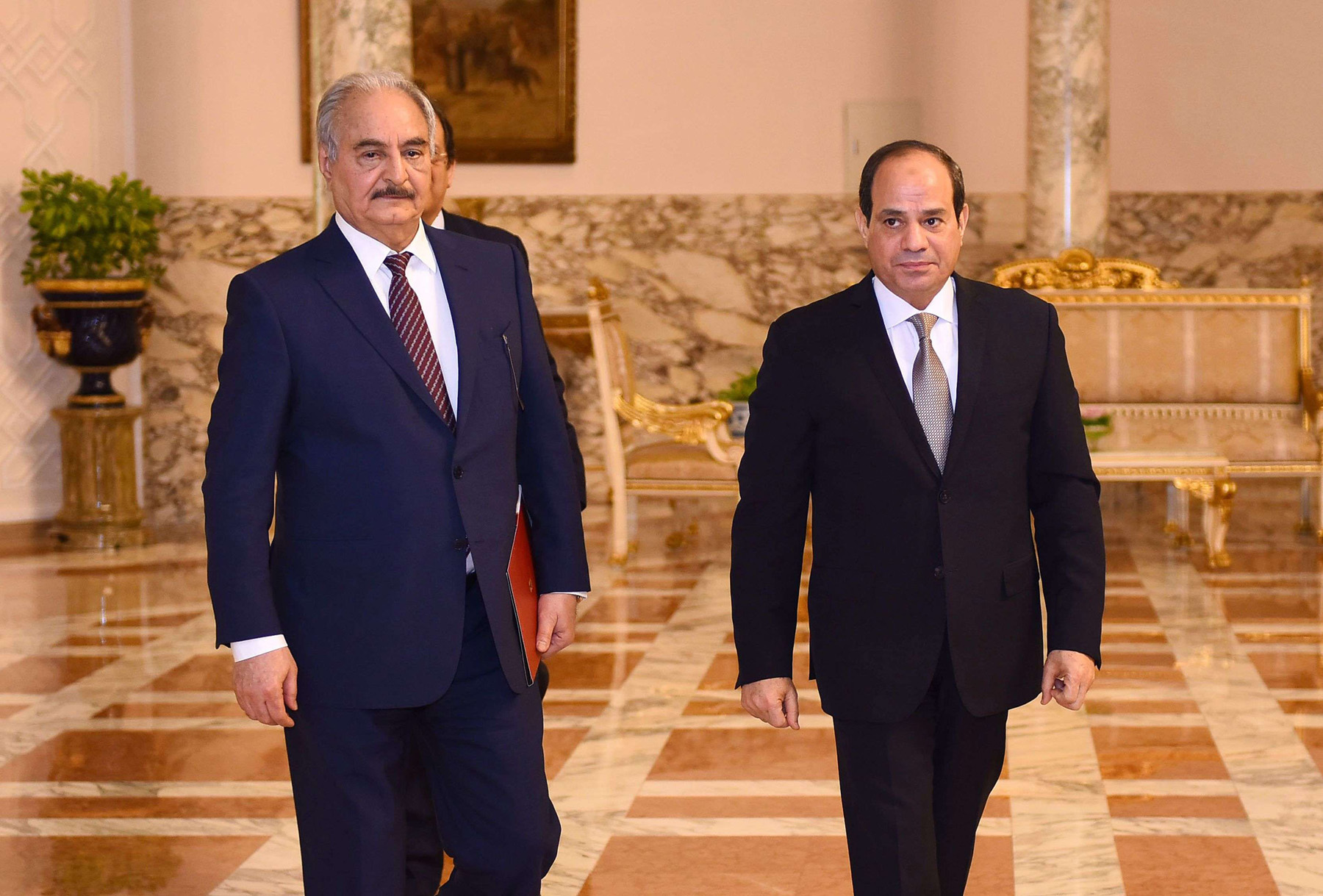 Egyptian president Abdel Fattah al-Sisi (R) meets Libyan strongman Khalifa Haftar (L) at the Ittihadia presidential Palace in the capital Cairo, on April 14, 2019. (AFP)