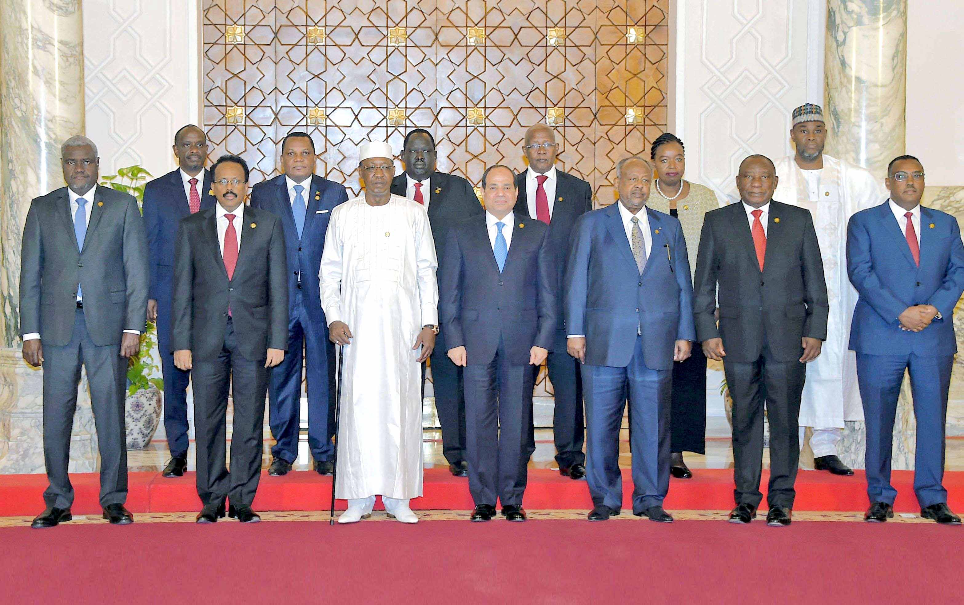 Egyptian President Abdel Fattah al-Sisi (C) hosting African leaders for summit talks on the upheavals in Sudan and Libya, April 23. (AFP)