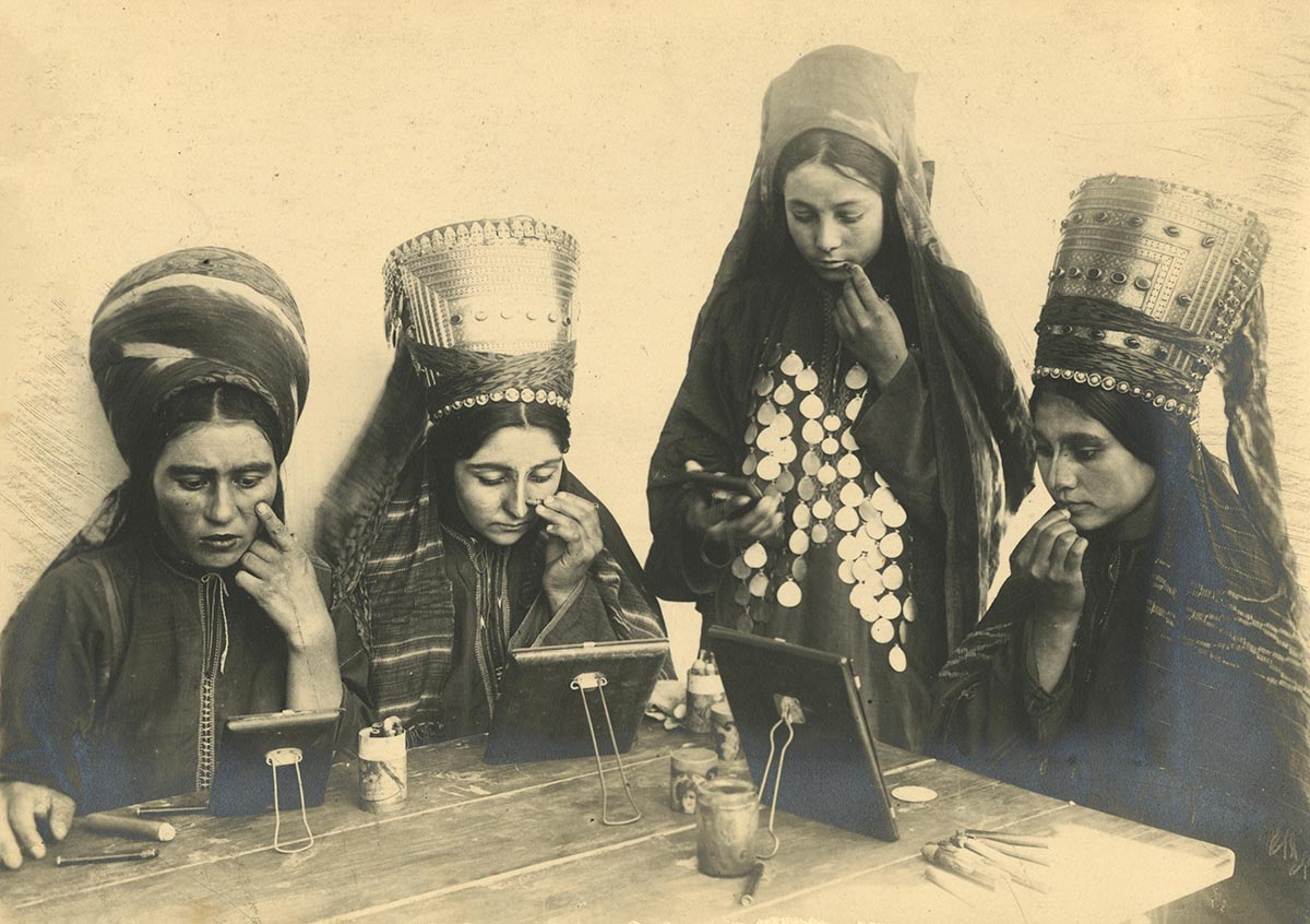 An old photograph from Uzbekistan on display at the exhibition in London. (Karen Dabrowska)