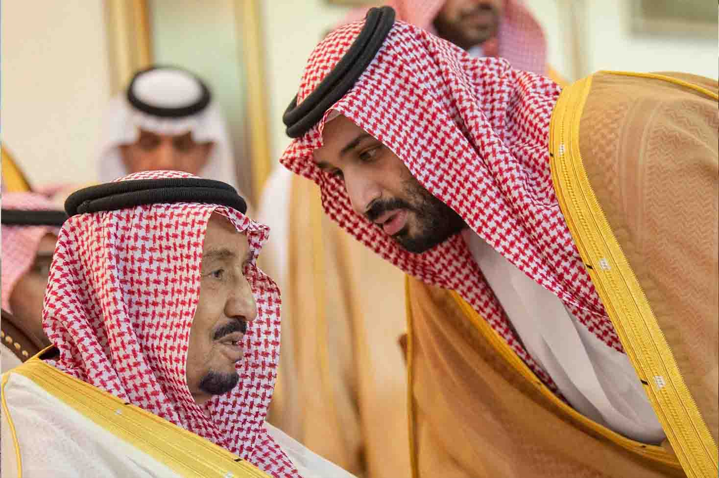 With one voice. Saudi Crown Prince Mohammed bin Salman bin Abdulaziz (R) speaks with King Salman bin Abdulaziz Al Saud in Riyadh, May 2. (SPA)