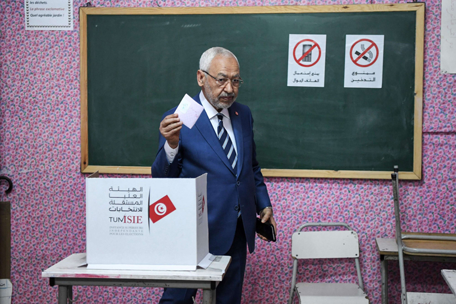 A file photo shows Rached Ghannouchi, leader of the Tunisian Islamist Ennahda party, carries his folded ballot as he votes at a polling station in Tunis, 2018. (AFP)