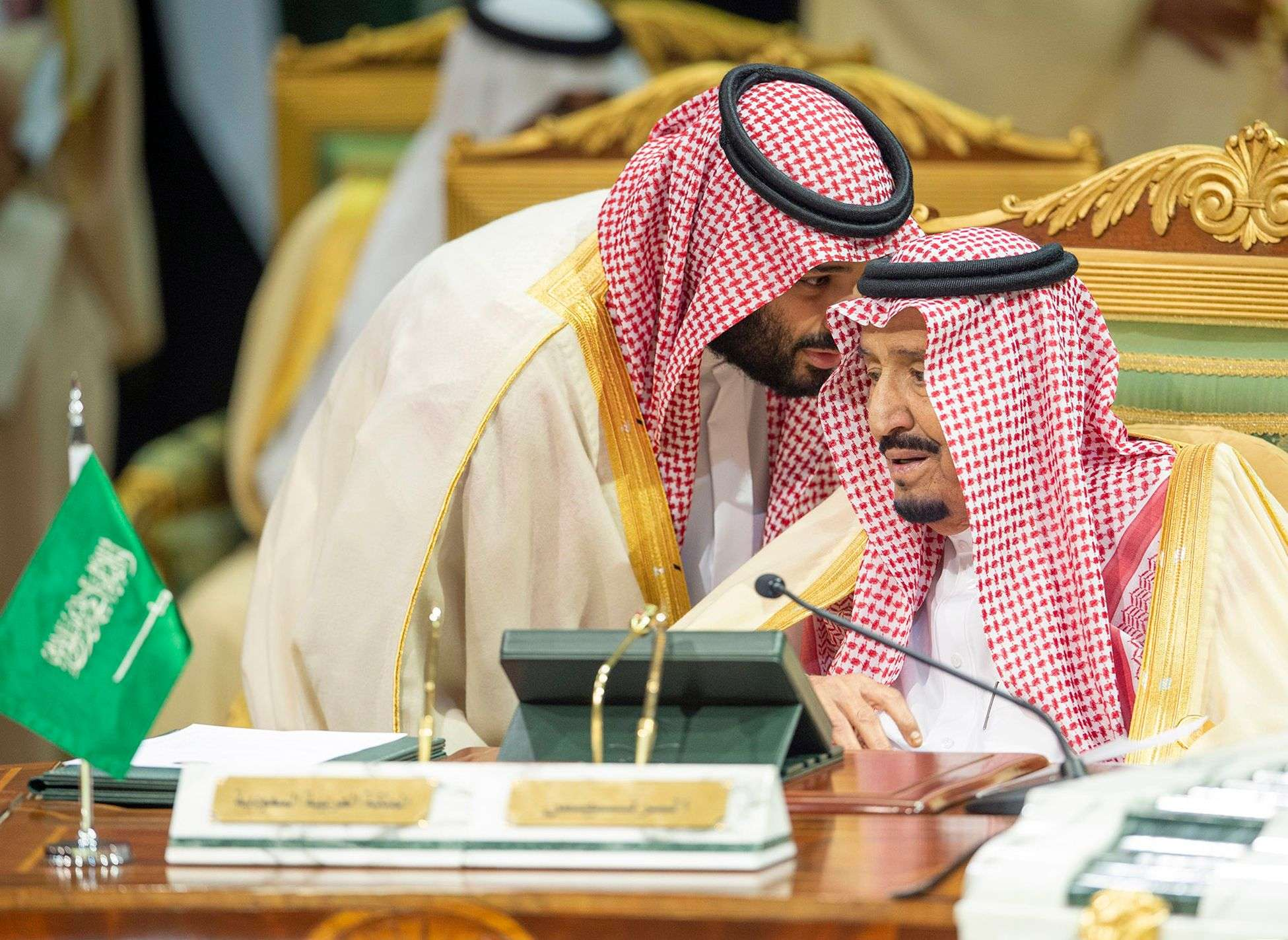 Critical juncture. Saudi Crown Prince Mohammed bin Salman bin Abdulaziz (L) speaks with Saudi King Salman bin Abdulaziz at the Diriya Palace in the Saudi capital Riyadh. (AFP)