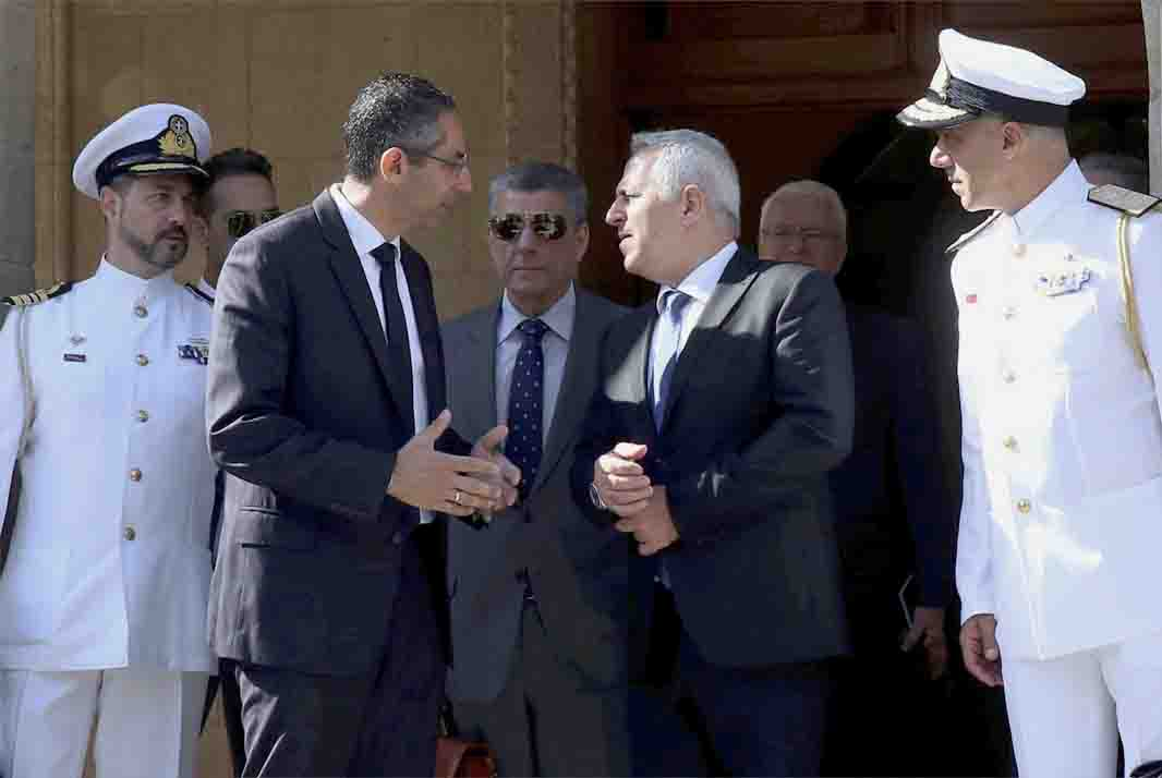 Cyprus' Defence Minister Savvas Angelides (2nd L) talks with his Greek counterpart Evaggelos Apostolakis at the presidential palace in Nicosia, May 8. (AP)