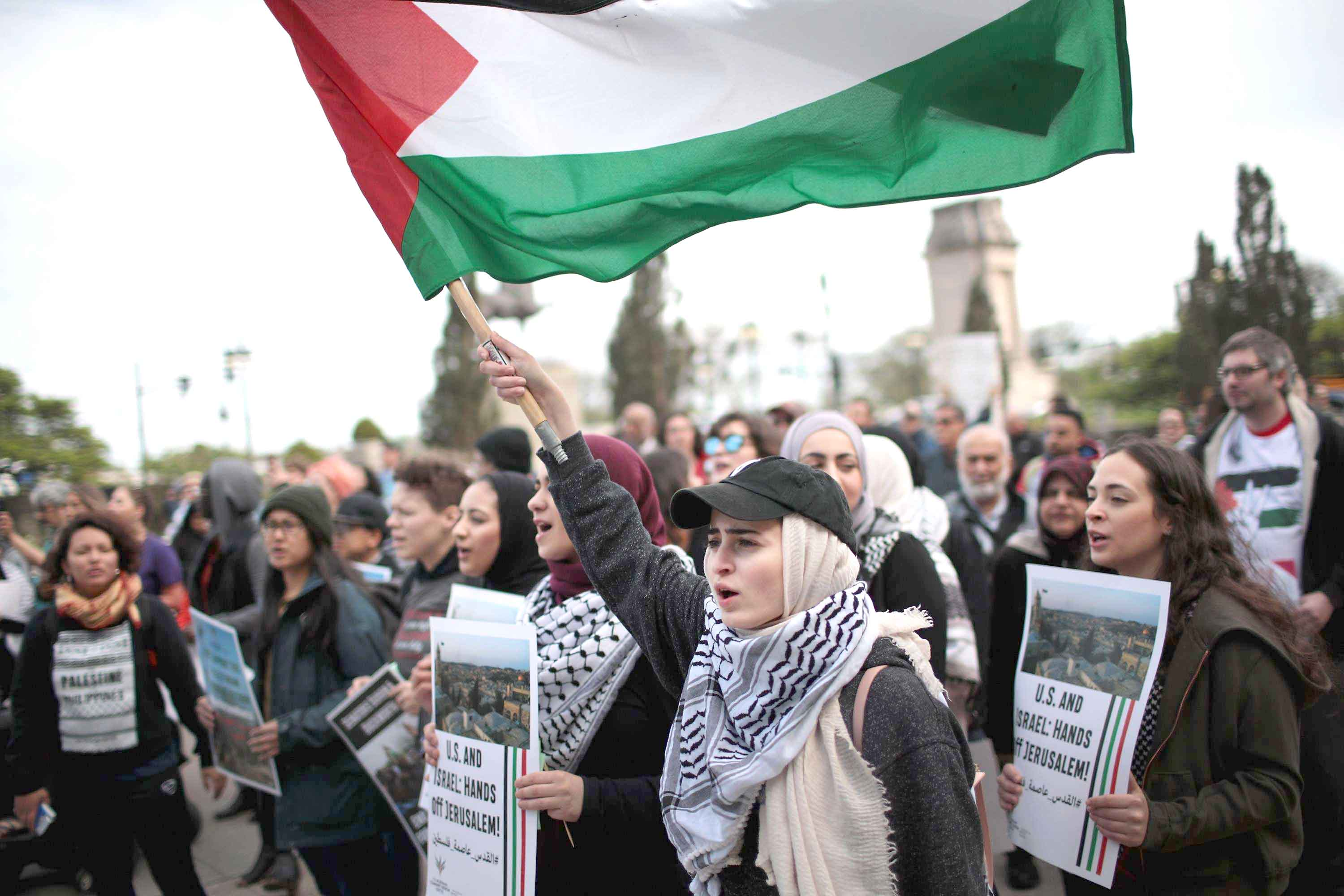 Distrust and anger. Members of the Palestinian community and their supporters protest in Chicago, Illinois.(AFP)