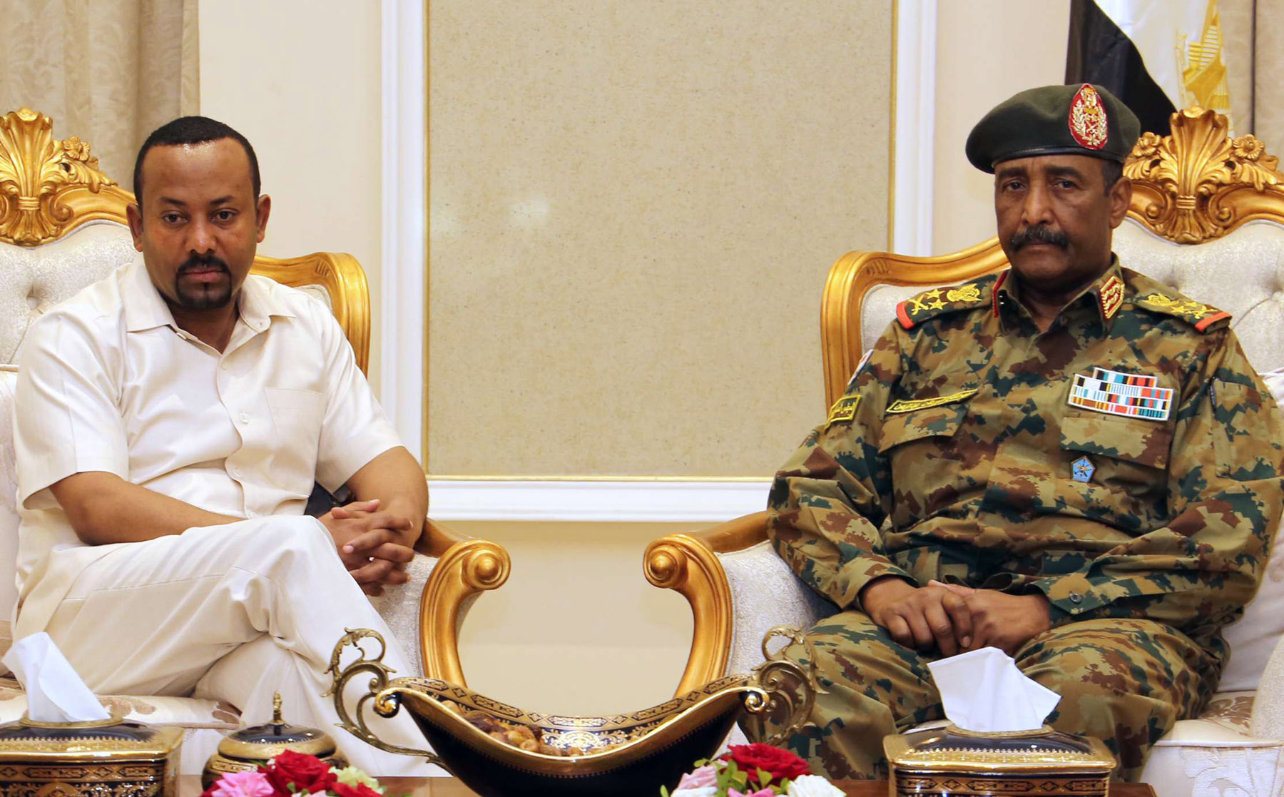 Ethiopian Prime Minister Abiy Ahmed (L) meets with the head of Sudan's ruling Military Council General Abdel Fattah al-Burhan (R), in Khartoum, June 7. (AFP)