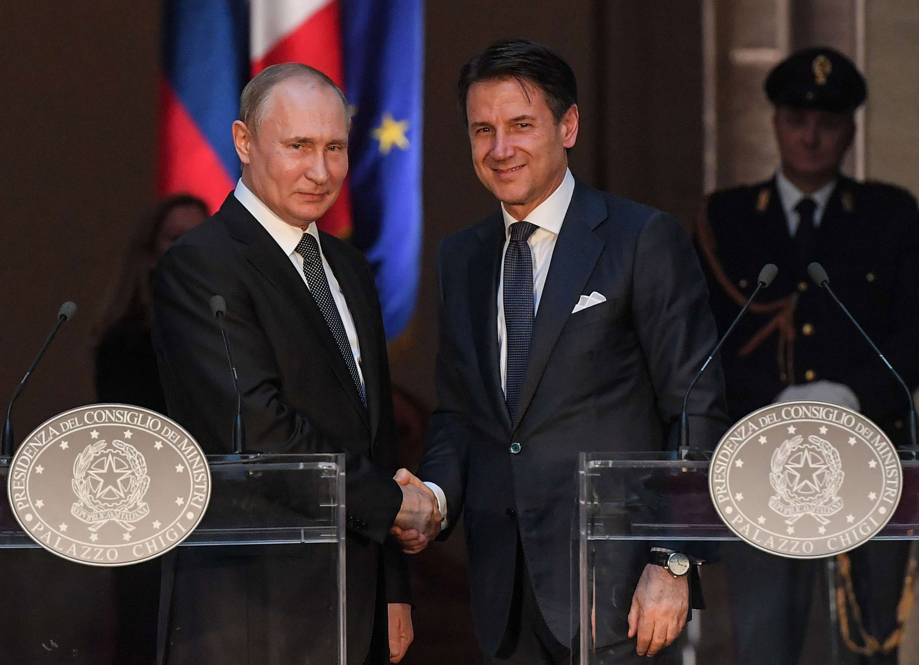 Italian Prime Minister Giuseppe Conte (R) and Russian President Vladimir Putin shake hands after a joint news conference in Rome, July 4. (AFP)