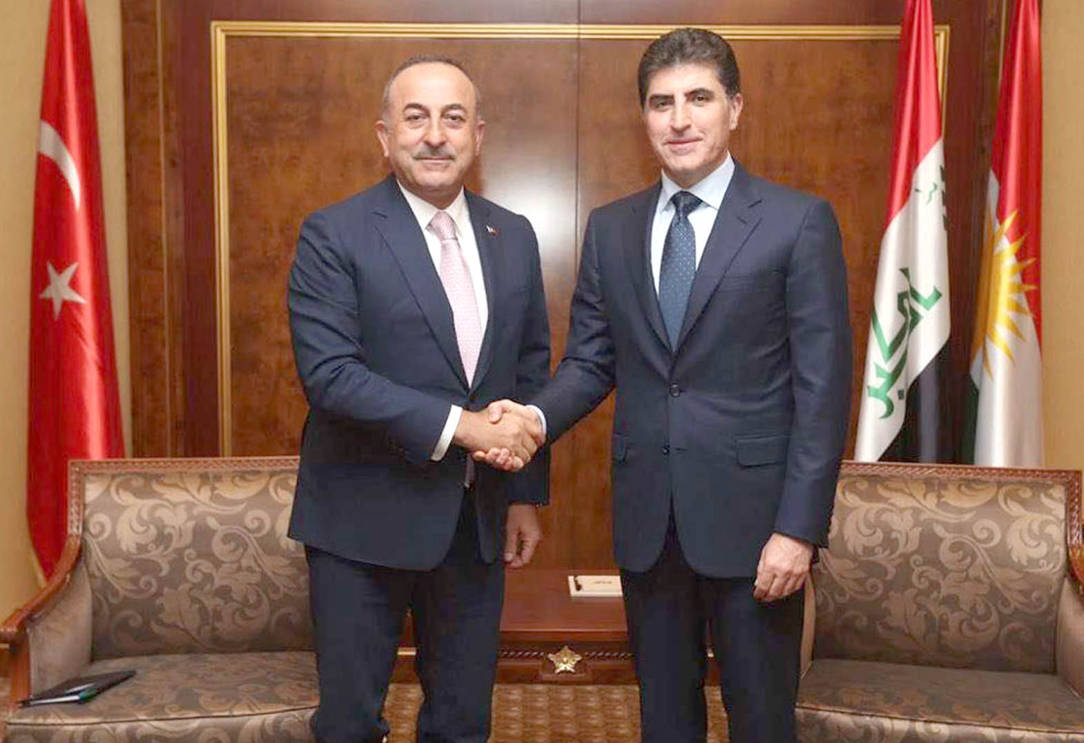 Contentious issues. Turkish Foreign Minister Mevlut Cavusoglu (L) meets with President of Iraqi Kurdistan Nechirvan Barzani during Barzani's inauguration ceremony, in Erbil, June 10. (DPA)
