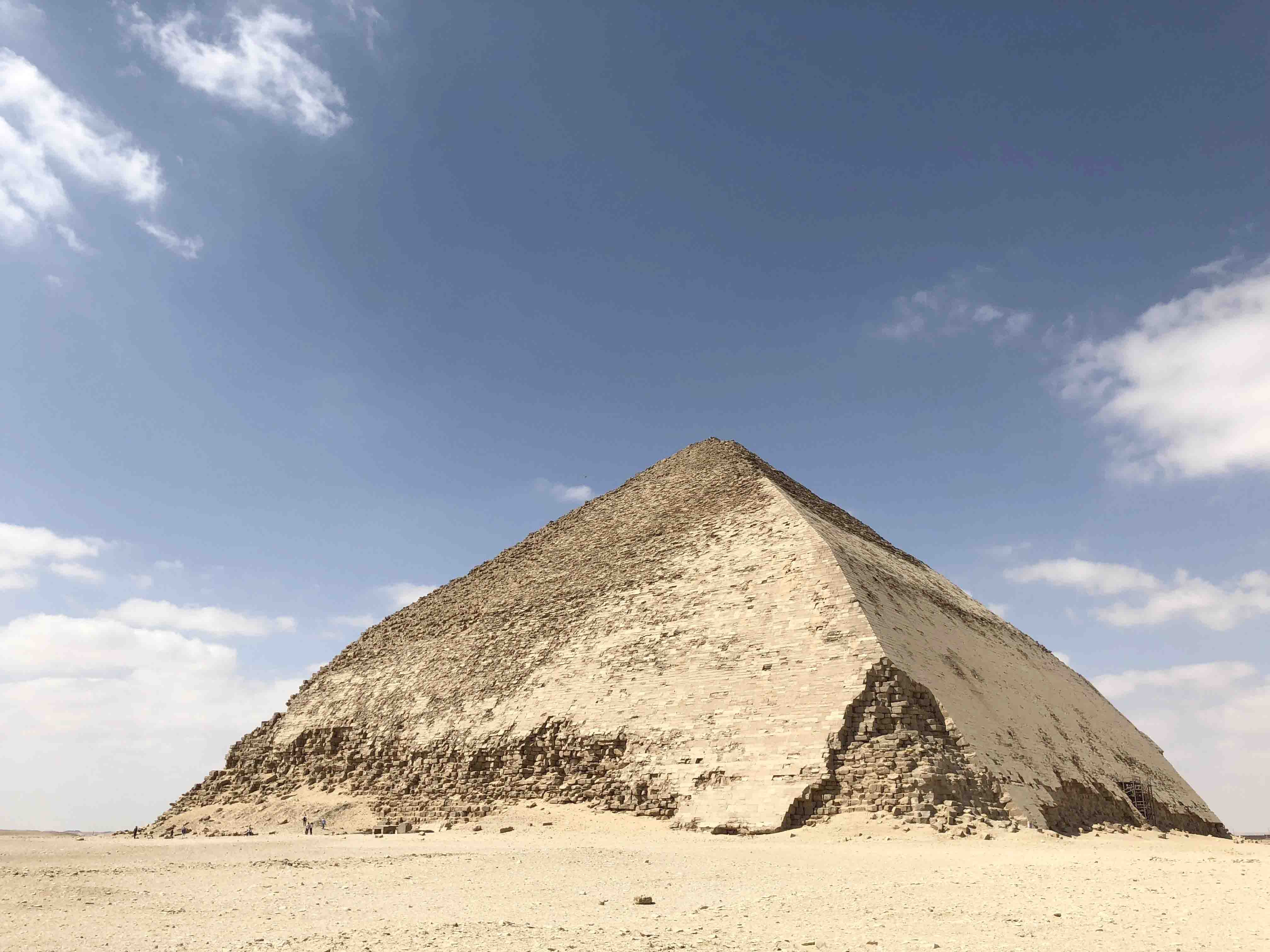 The Bent Pyramid marked a turning point from the step-sided pyramids to the smooth-sided ones. (Joan Carles Tarda)