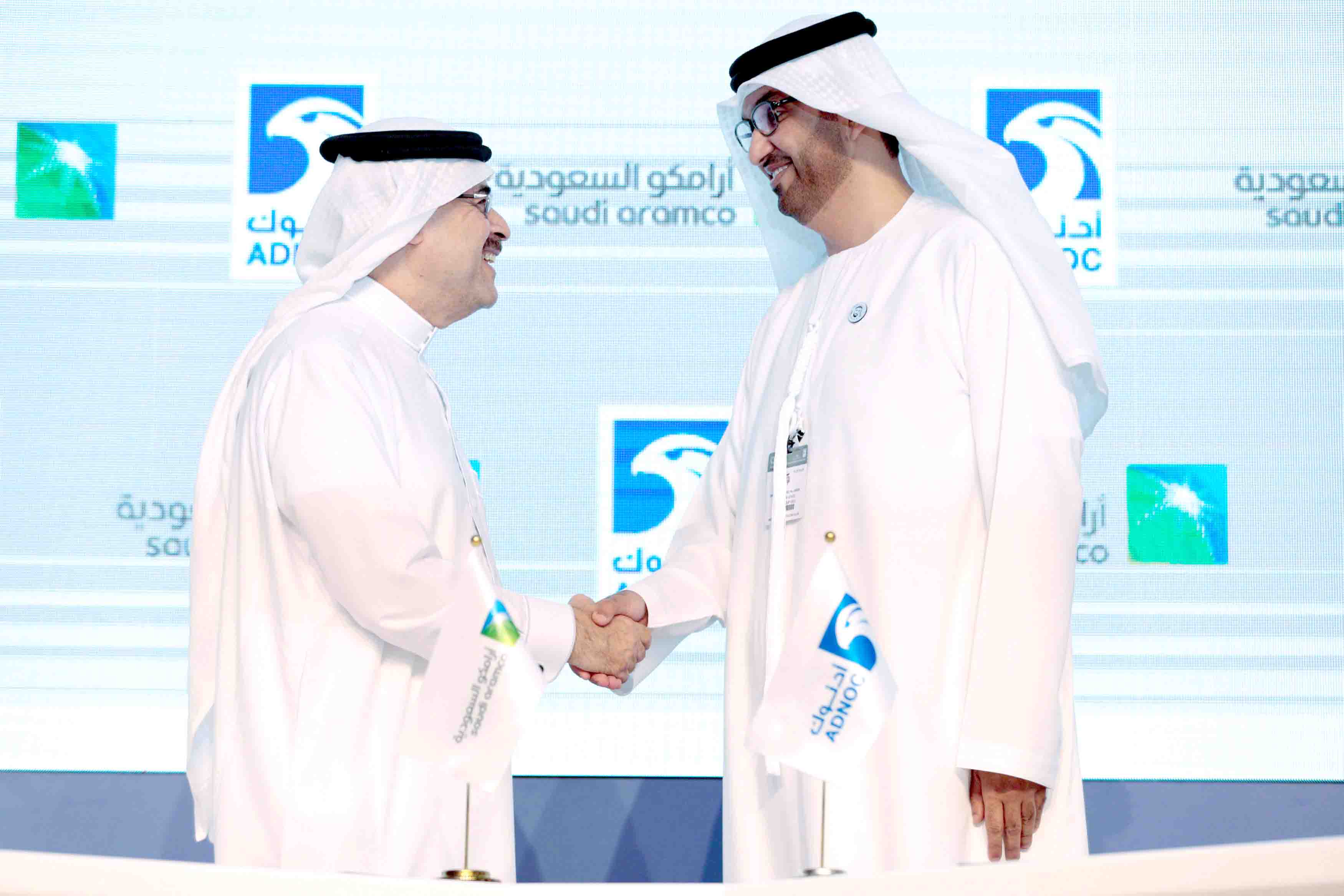 Saudi Aramco CEO Amin H. Nasser (L) shakes hands with Sultan Ahmed Al Jaber, UAE Minister of State and the Abu Dhabi National Oil Company CEO, in Abu Dhabi, United Arab Emirates, November 12, 2018. (Reuters)