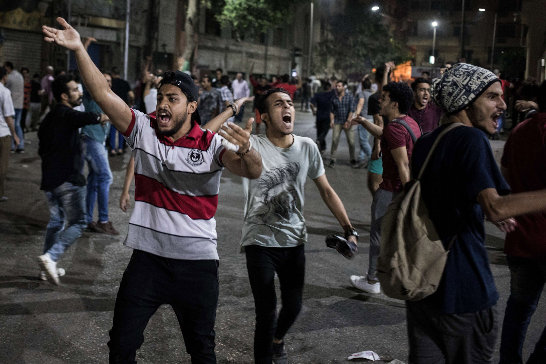 Protesters shout slogans during a rare  anti-government protest in downtown Cairo, September 21. (dpa)