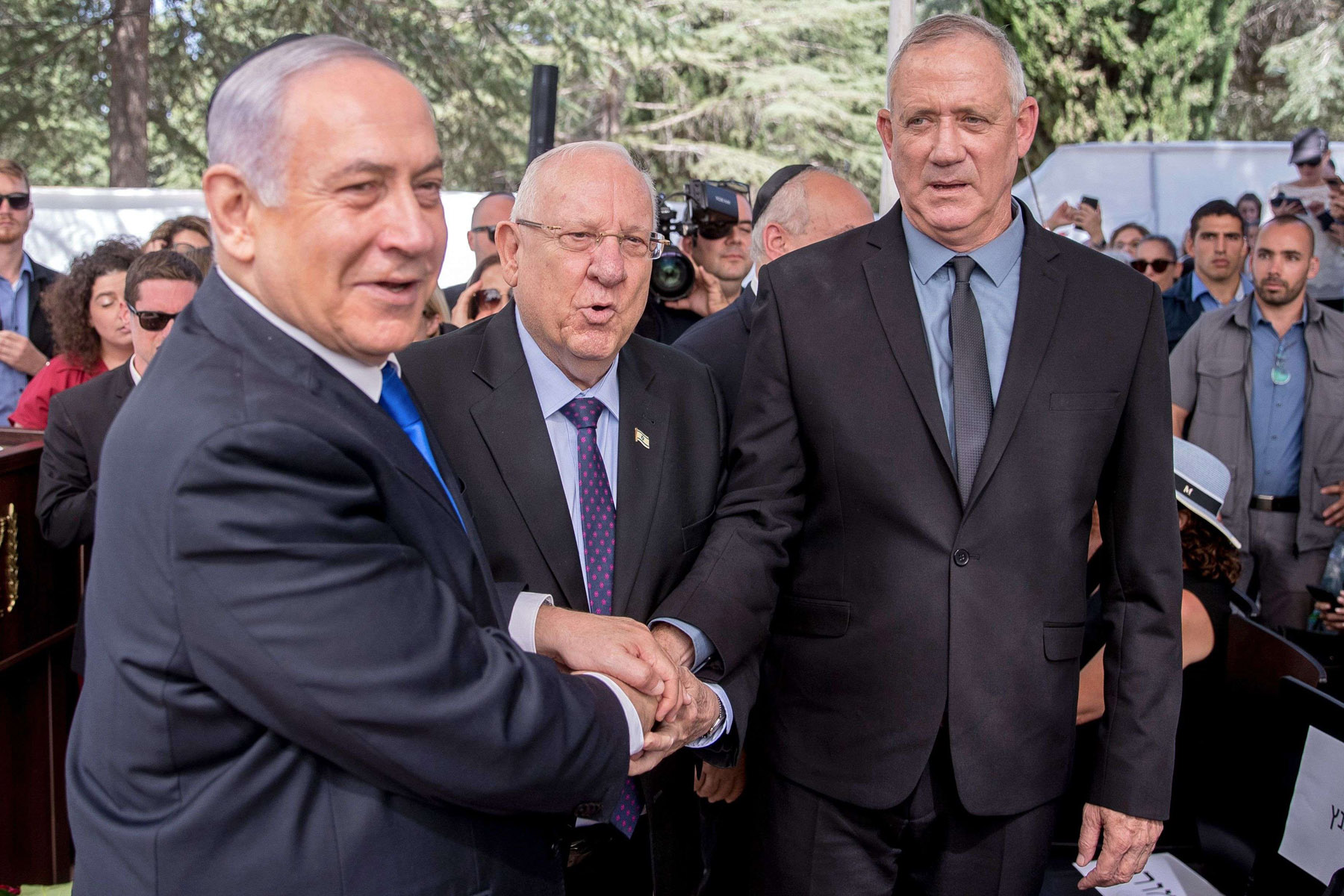 More united than divided. Israeli Prime Minister Binyamin Netanyahu (L), President Reuven Rivlin (C) and Benny Gantz, leader of Blue and White alliance, attend a memorial ceremony for late Israeli President Shimon Peres at Mount Herzl in Jerusalem, September 19.(AFP)