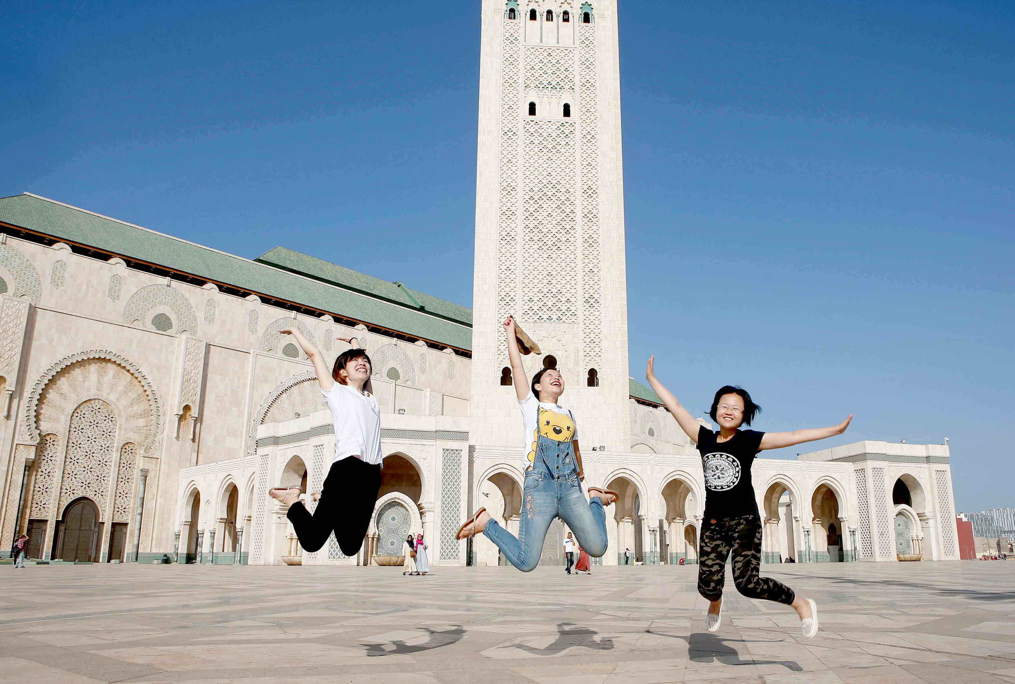 Key sector. Chinese tourists at the esplanade of the Hassan II Mosque in Casablanca. (Reuters)