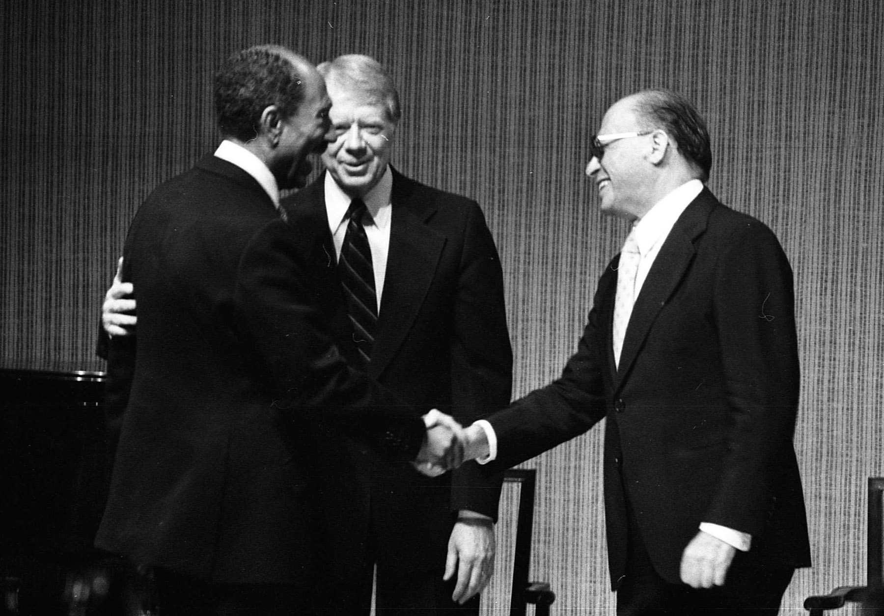 Laying the first stone. A 1979 file picture shows then Egyptian President Anwar Sadat (L) shaking hands with then Israeli Prime Minister Menachem Begin (R) in presence of then US President Jimmy Carter during dinner at the White House a day before the signing of the Egypt-Israel Peace Treaty. (DPA)