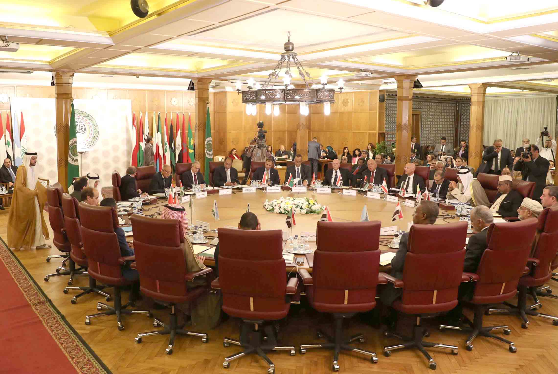 Closing ranks. Representatives of Arab states attend an emergency meeting at the Arab League headquarters in Cairo to discuss Turkey's offensive on Syria, October 12 . (AFP)