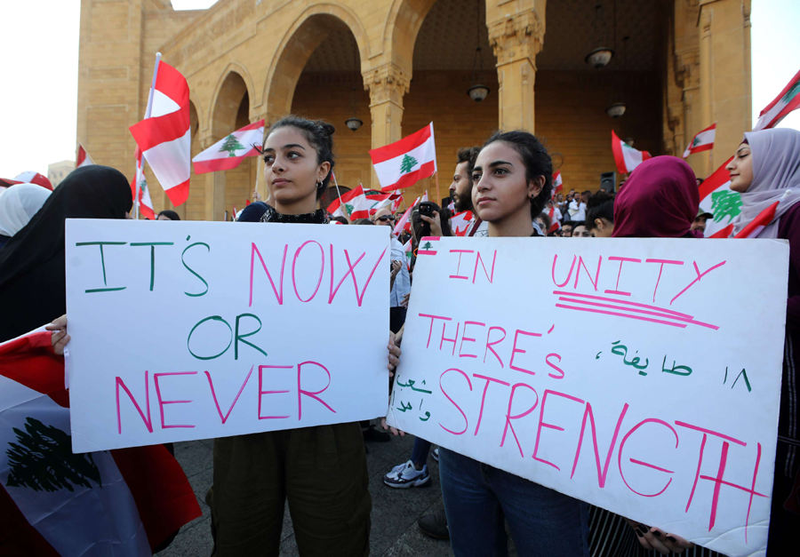 Closing ranks. Lebanese protesters gather in Beirut, October 21. (AFP)