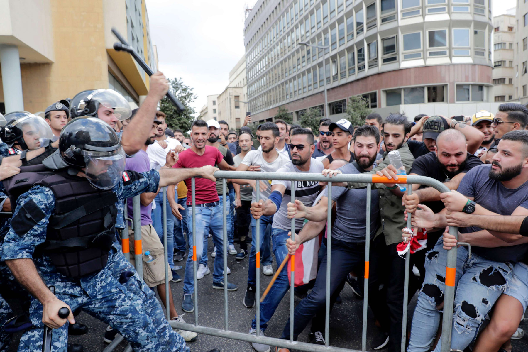 Lebanese protesters clash with riot policemen in Martyr Square, Beirut, October 6. (AFP)