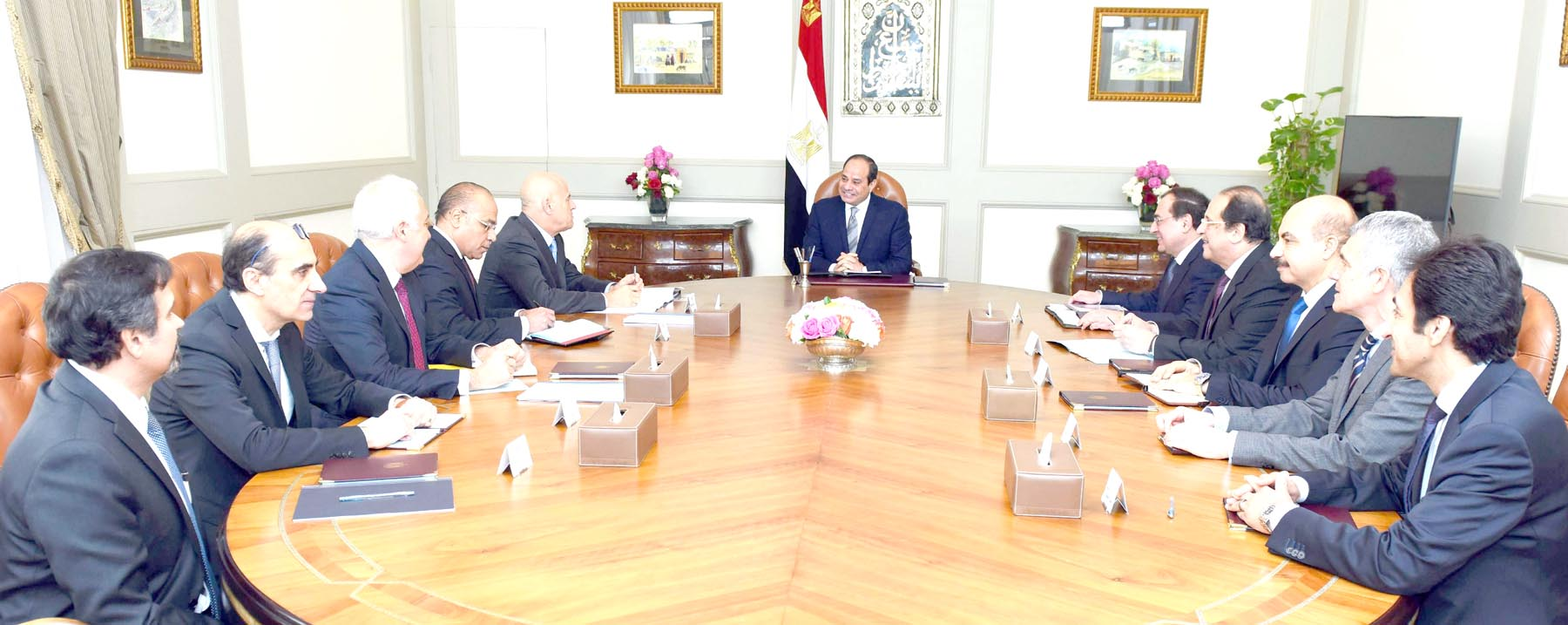 Rising potential. Egyptian President Abdel Fattah al-Sisi (C) meeting with Eni CEU Claudio Descalzi (top L) in Cairo, January 16.   (AFP)