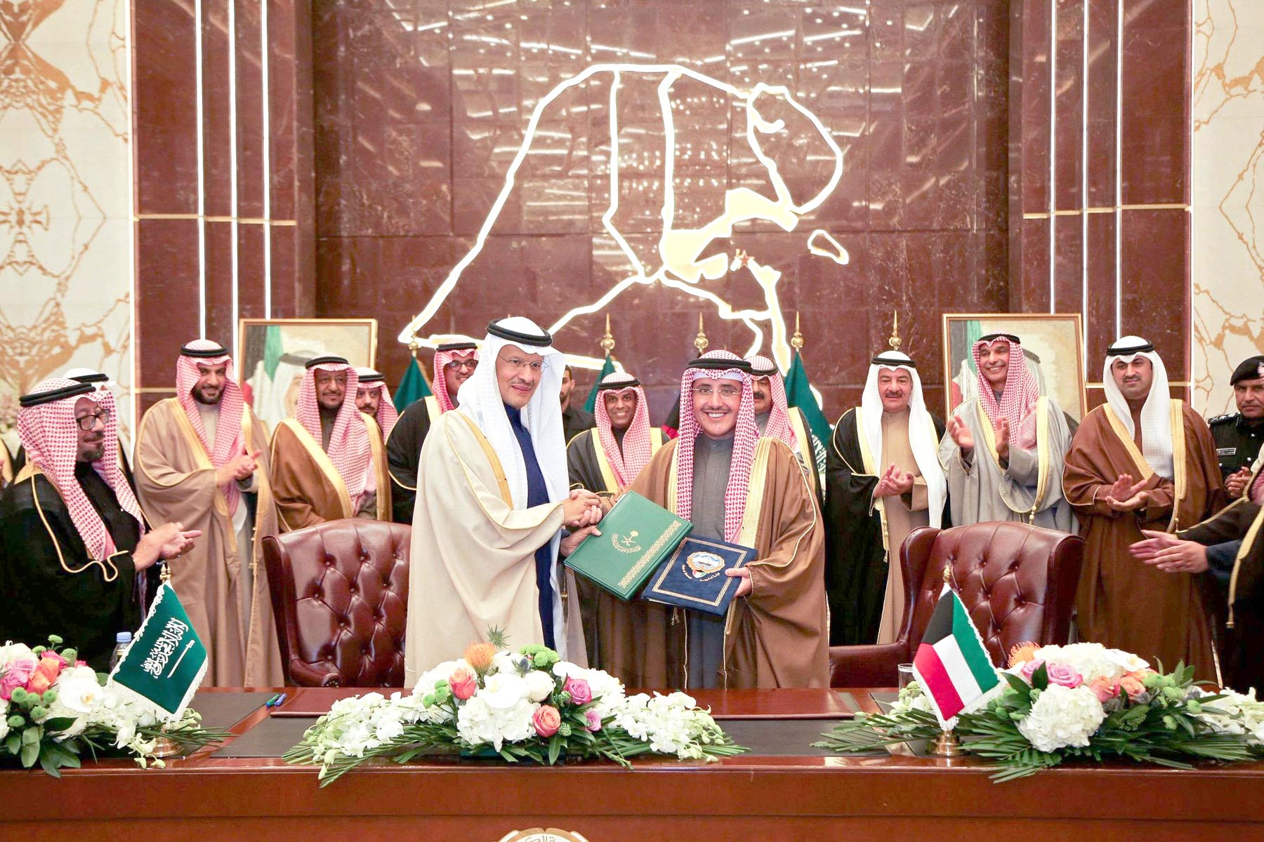 Kuwaiti Foreign Minister Ahmed Nasser al-Mohamed (L) and Saudi Oil Minister Prince Abdulaziz bin Salman Al Saud during an official ceremony in Kuwait City, December 24.             (KUNA)