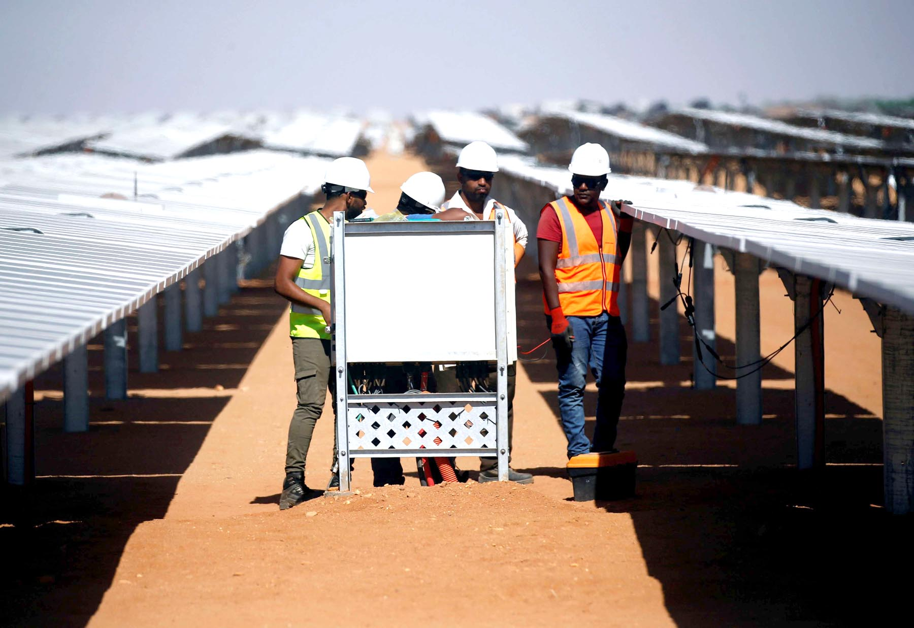 Workers set up solar panels at the Benban plant in Aswan. (Reuters)