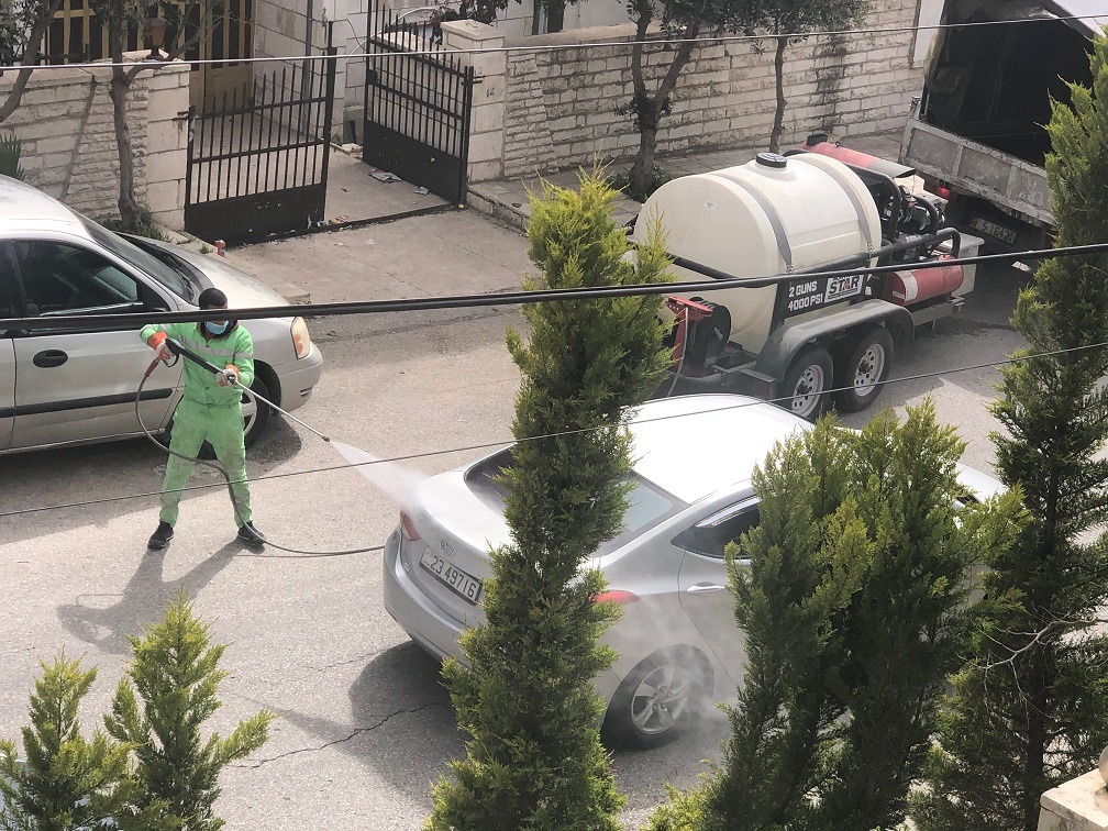 Fighting contagion. Cars being disinfected in Amman. (Roufan Nahhas)
