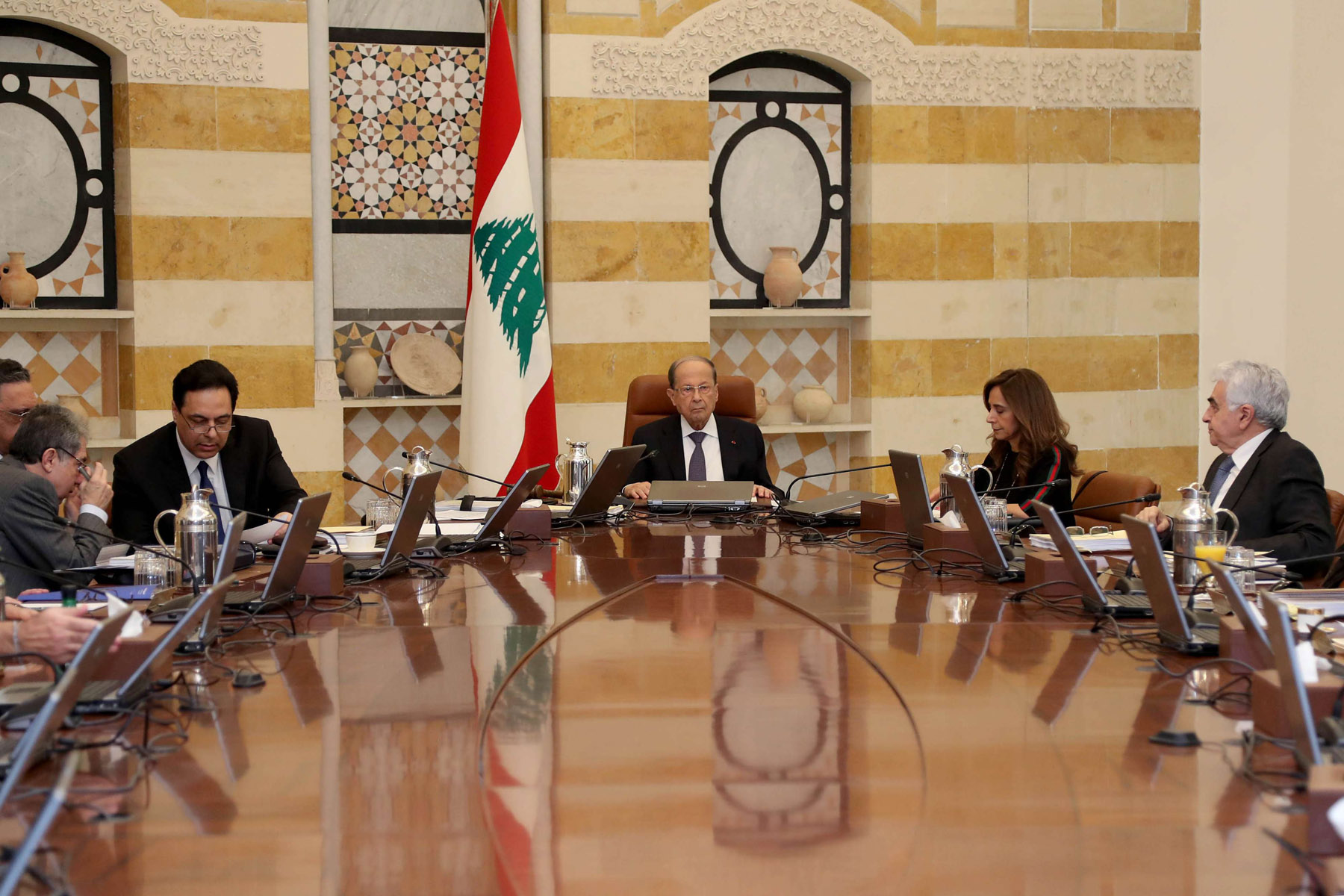 Lebanese President Michel Aoun (C) leads a cabinet meeting at Baabda Palace near Beirut, March 12. (DPA)