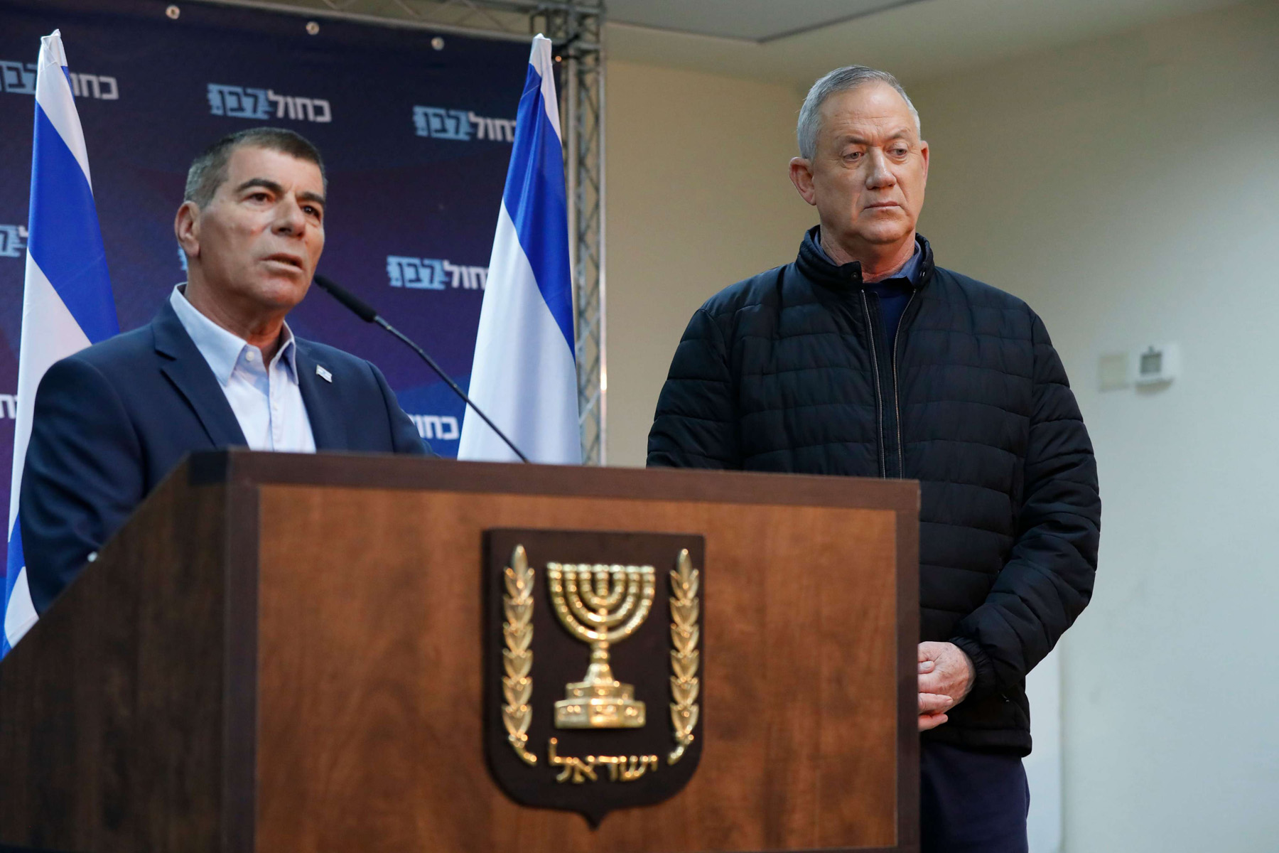 A file picture of new Defence Minister and alternate Prime Minister Benny Gantz (R) with new Foreign Minister Gabi Ashkenazi. (AFP)