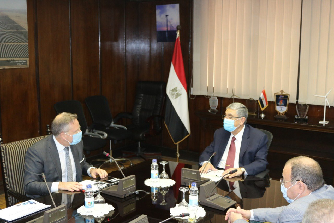 Egyptian Minister of Electricity and Renewable Energy Mohamed Shaker (C-R) meets with Danish Ambassador to Egypt Svend Olling (L) in Cairo. (Egyptian Ministry of Electricity and Renewable Energy)