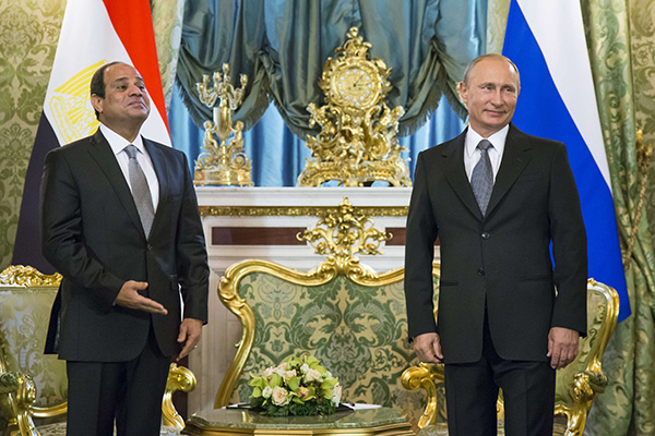 A 2015 file photo shows Russian President Vladimir Putin, right, with Egyptian President Abdel-Fattah el-Sissi  in the Kremlin, Moscow. (AP)
