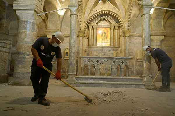 Young volunteers work to clean the Church of Saint Thomas, as they help Iraqi Christians in the Old City of Mosul, Iraq October 28. (REUTERS)