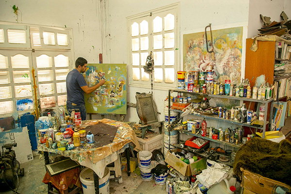 Safwan Miled works in his studio. (ana)