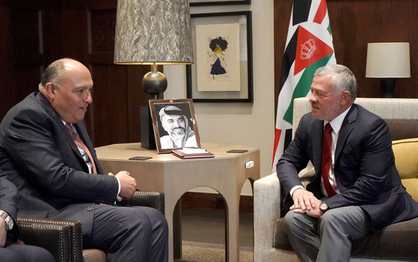 King Abdullah II of Jordan (R) meets with Egyptian Foreign Minister Sameh Shoukry, last March. (AFP)